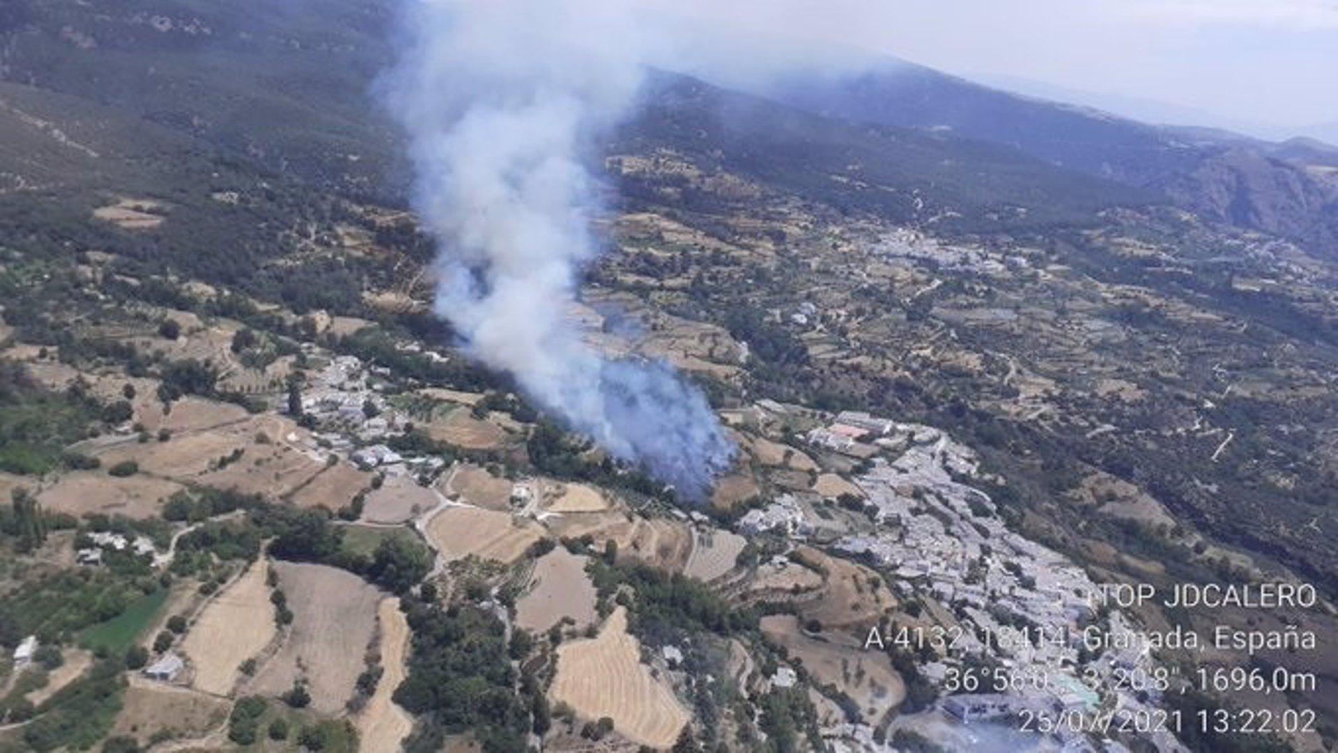 Controlado el incendio forestal de La Taha, que ha calcinado unas seis hectáreas