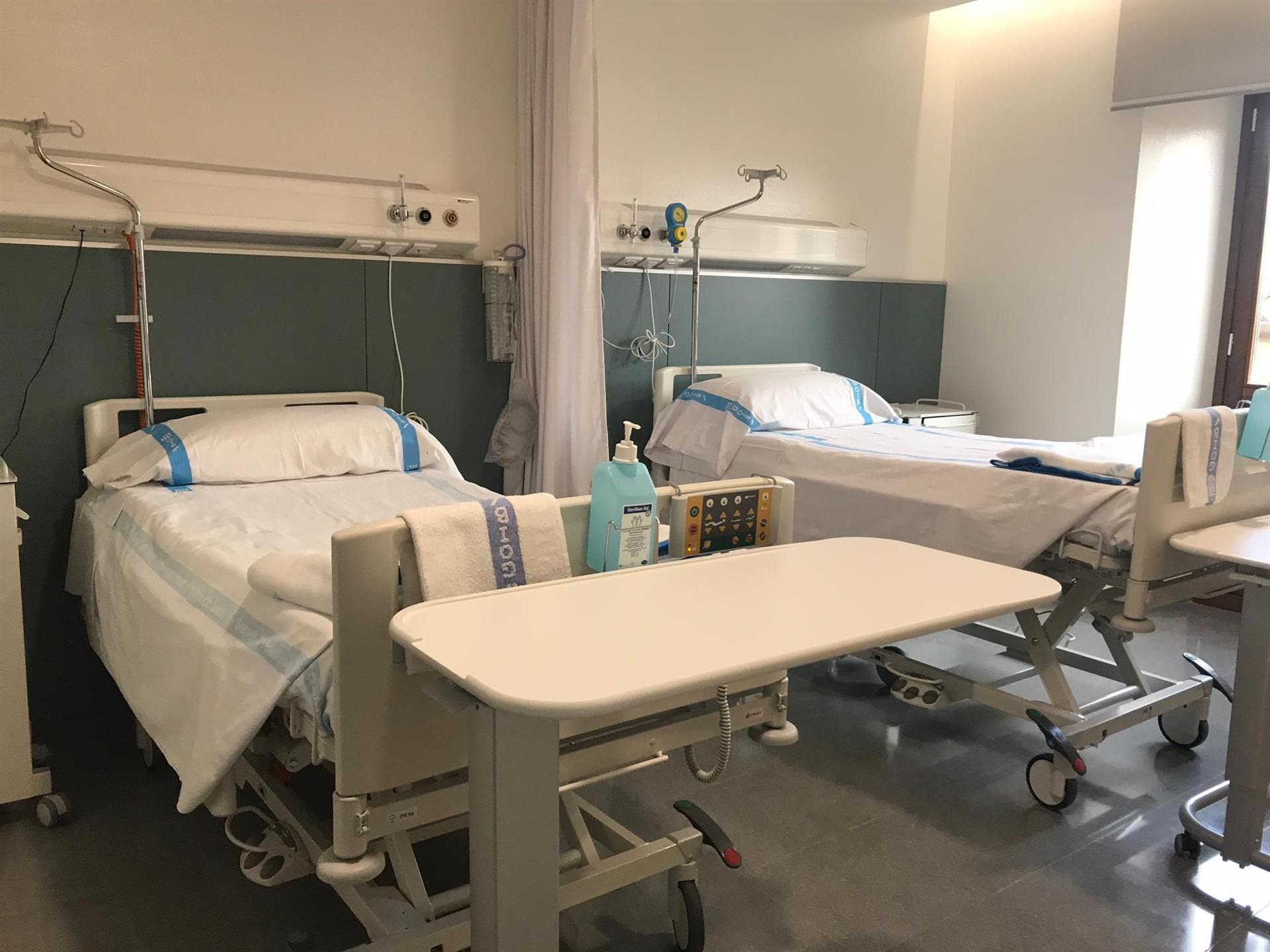 Satse avisa del cierre de 2.100 camas en Andalucía y la suspensión de «miles» de pruebas y operaciones en verano
