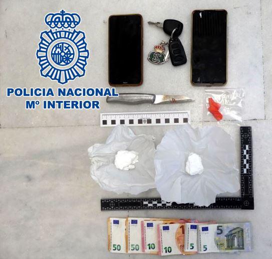 La Policía Nacional detiene en Motril a dos varones sorprendidos mientras traficaban con cocaína
