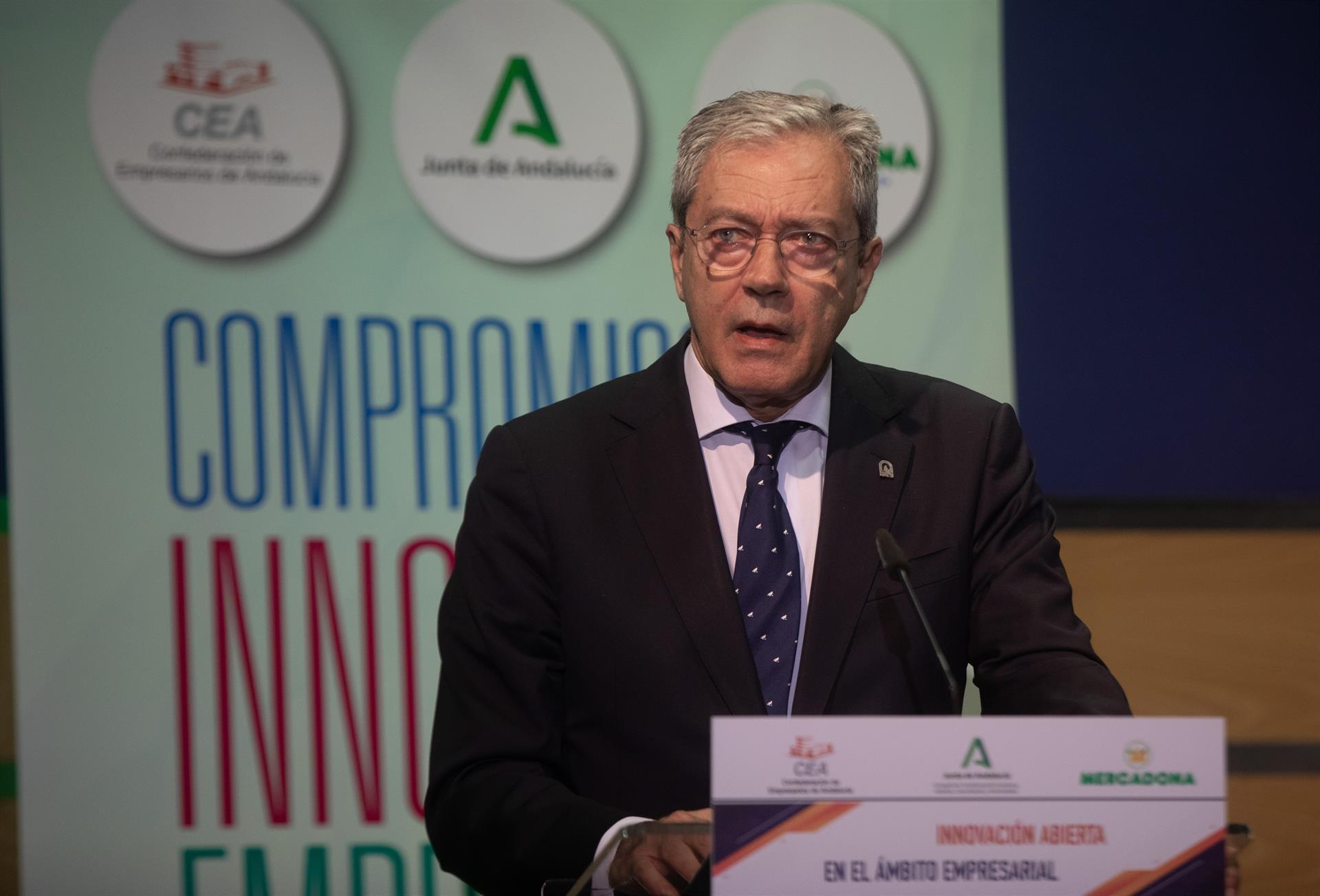 Velasco prevé un año universitario «presencial»: los alumnos «deben estar inmunizados al inicio del curso»