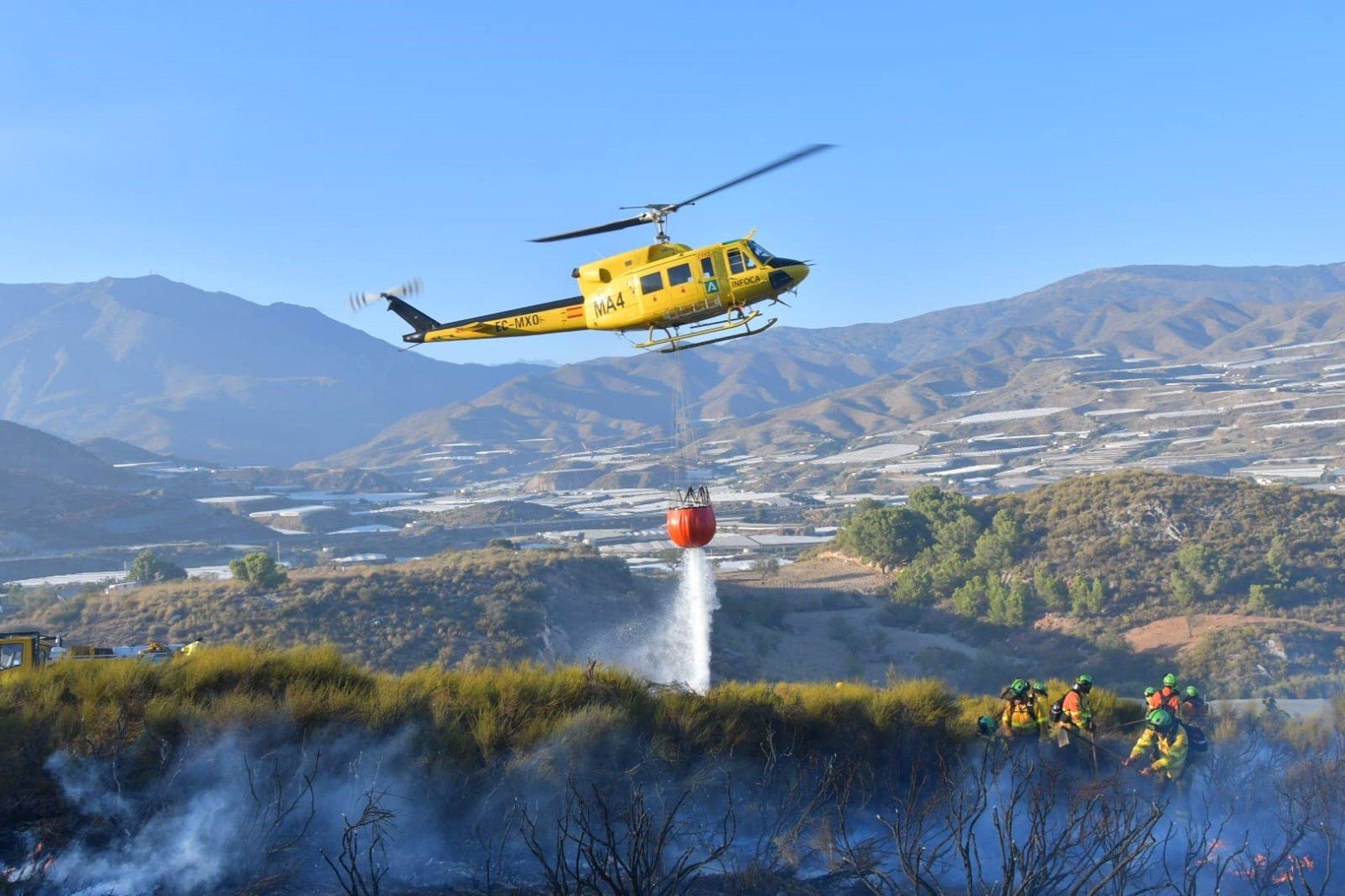 Controlado el incendio de Gualchos tras afectar a unas 80 hectáreas
