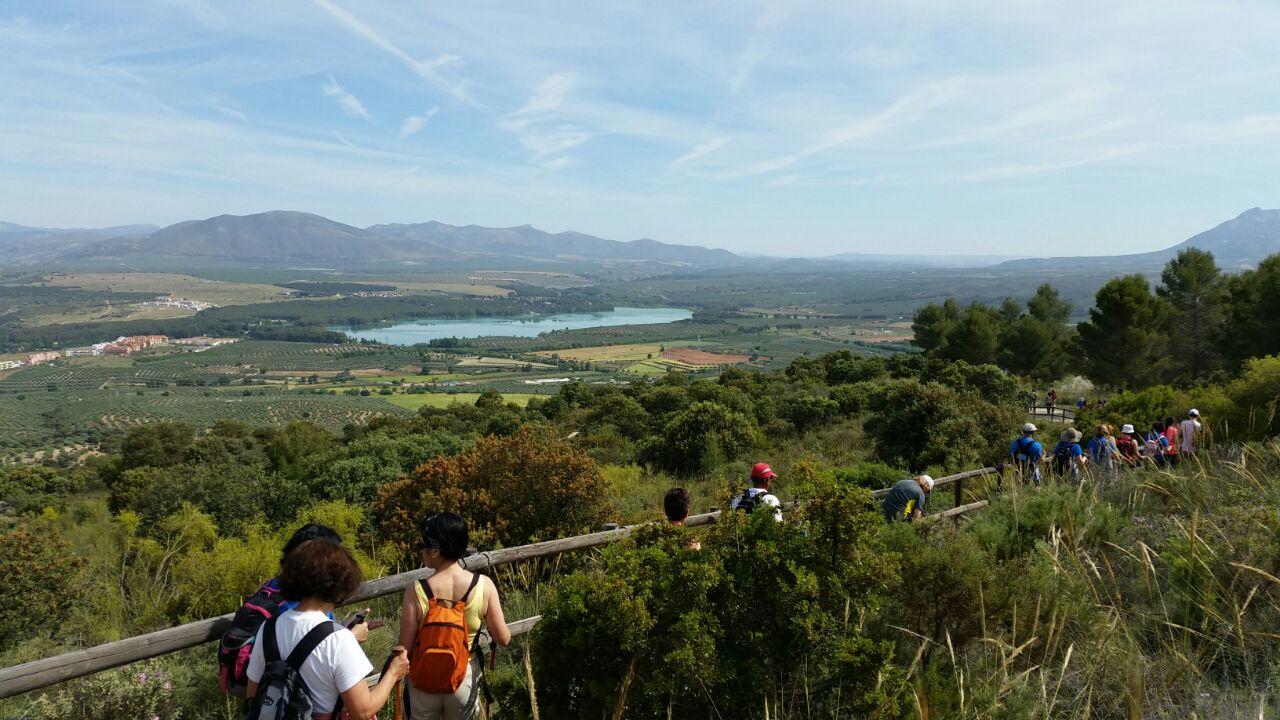 Cúllar Vega pone marcha un programa de senderismo con excursiones mensuales para toda la familia