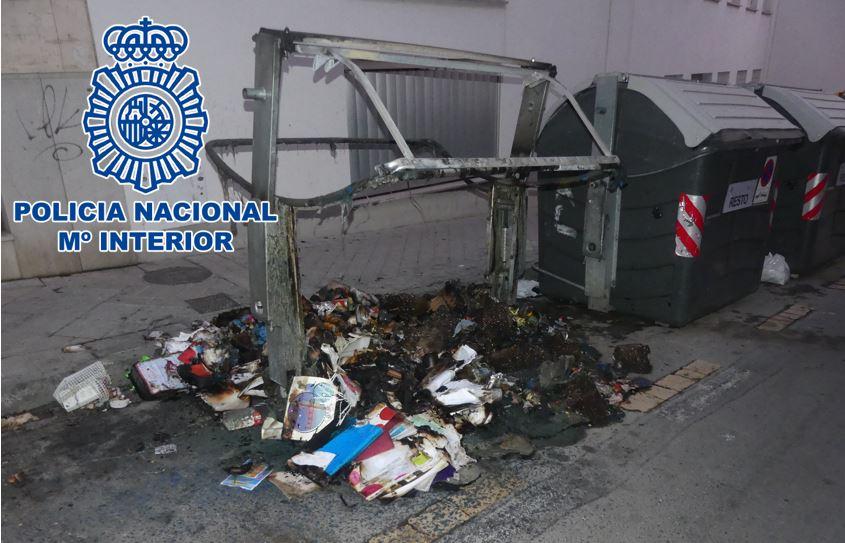 Dos detenidos por la quema de hasta 33 contenedores de basura en la barriada de La Chana