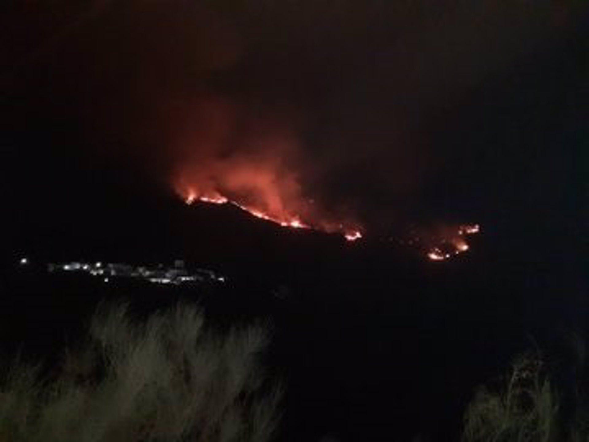 Controlado el incendio forestal en Almegíjar tras la incorporación de medios aéreos
