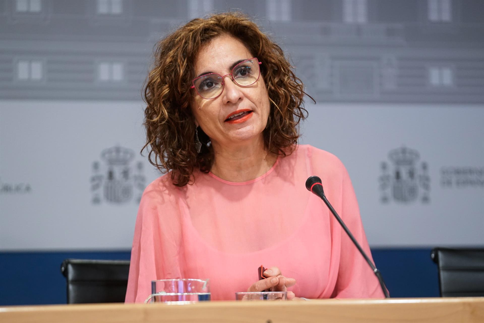 Montero responsabiliza al PP de la tarifa eléctrica y afirma que «se cargaron el impulso de las energías alternativas»