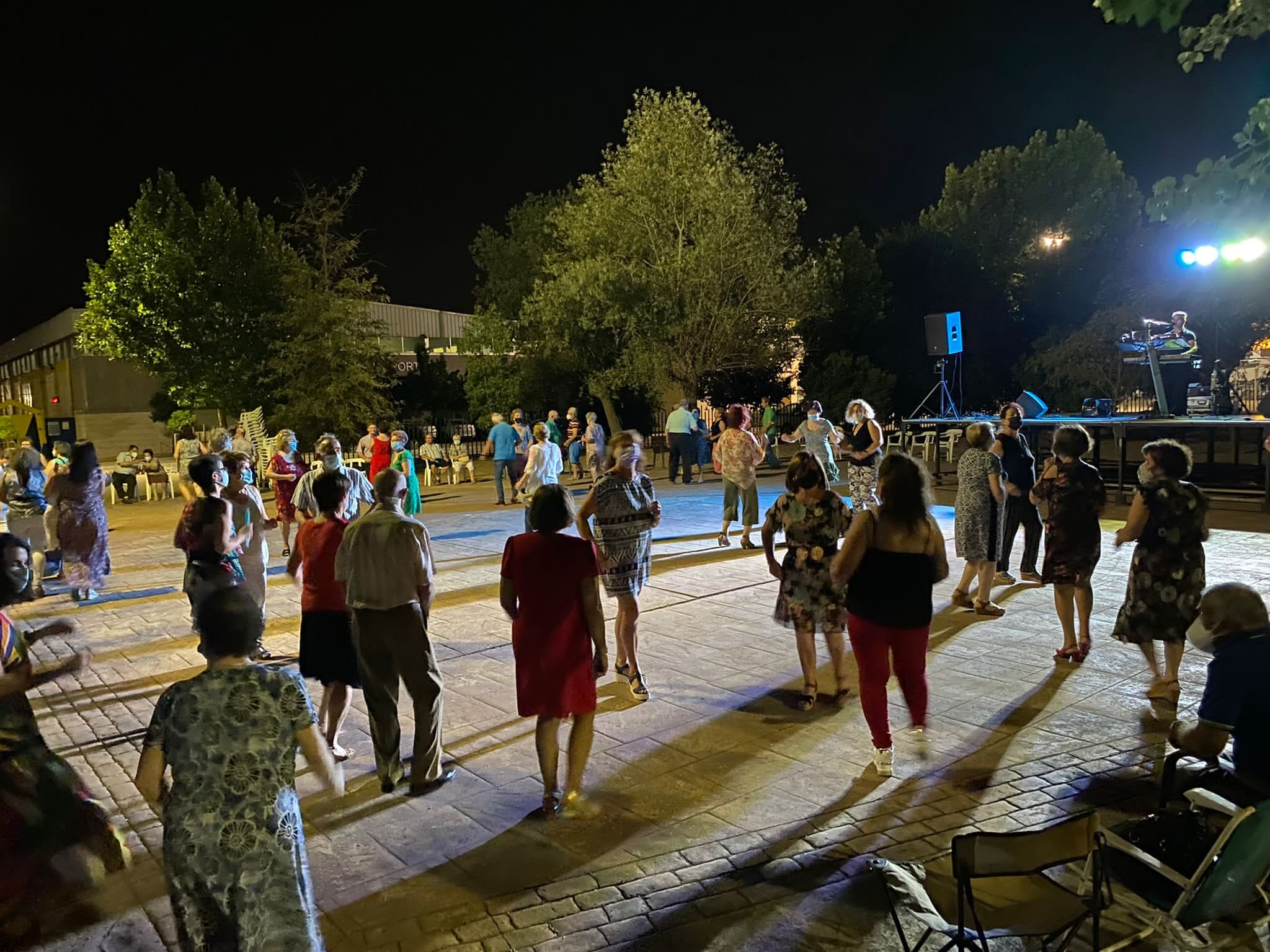 Huétor Tájar acoge una nueva edición de 'Moverse es cuidarse', bailes al fresquito para las parejas mayores