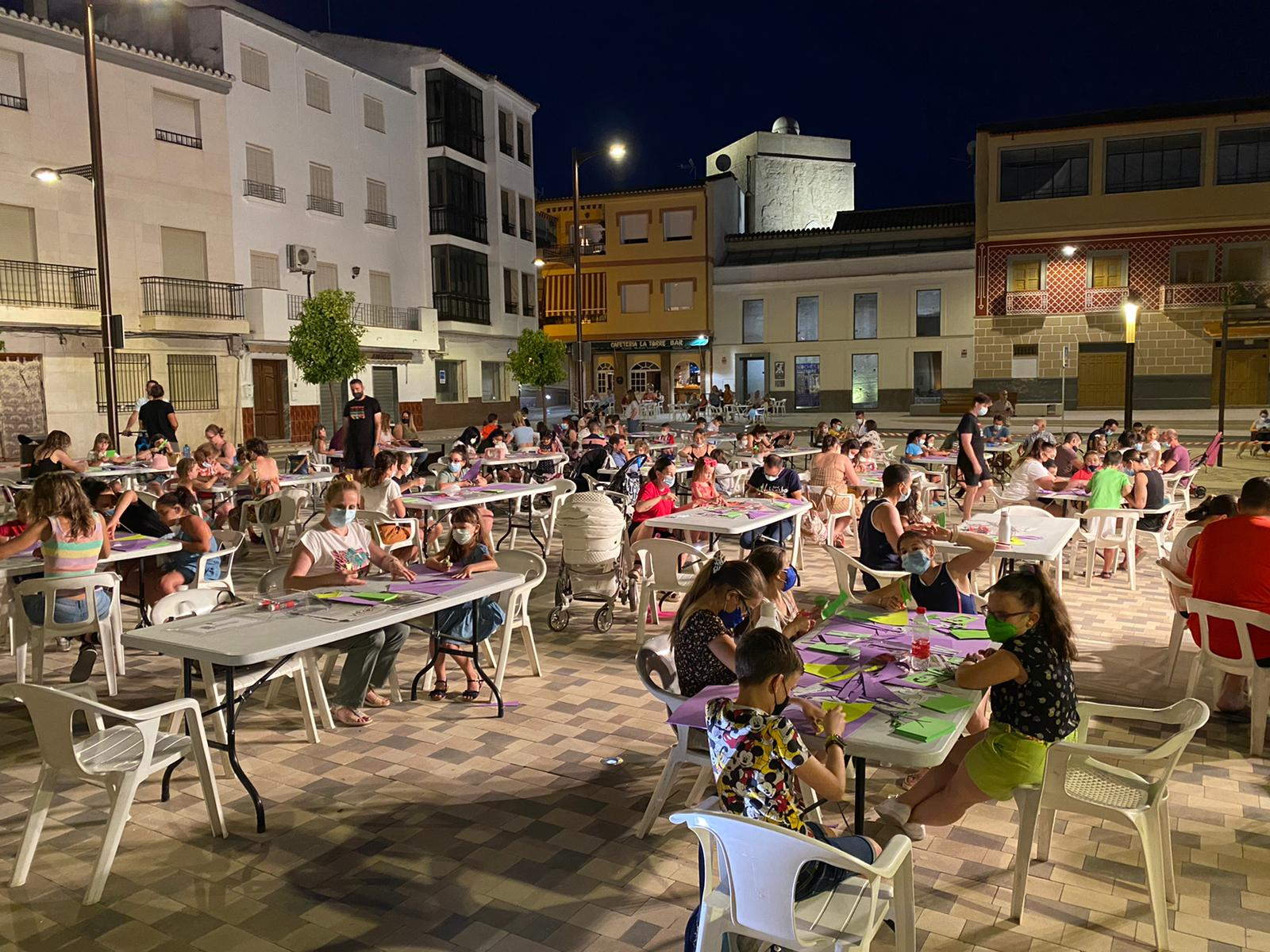 Huétor Tájar organiza un nuevo taller de manualidades para toda la familia bajo las estrellas