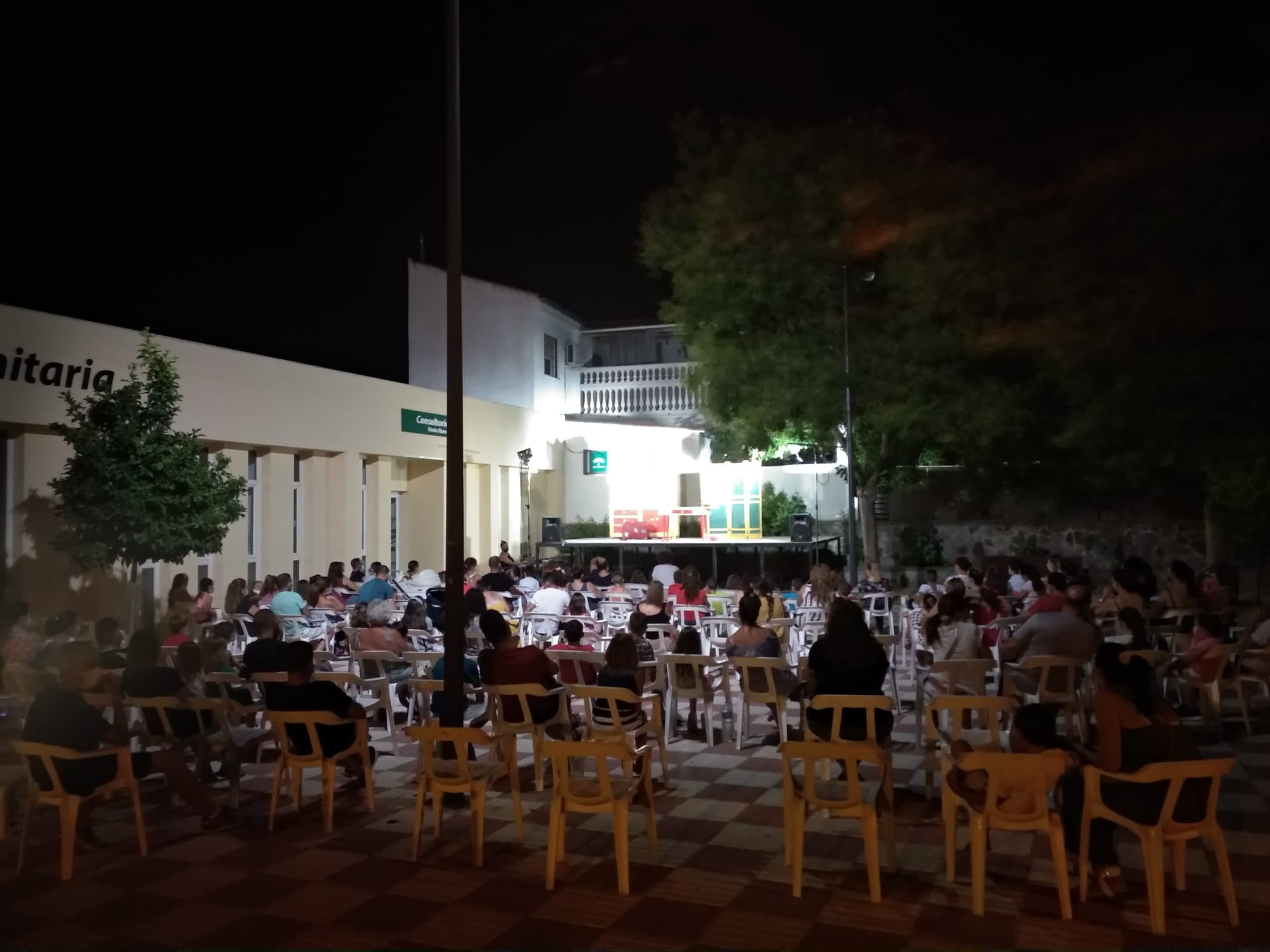 La Casa de la Cultura de Huétor Tájar acoge la obra de teatro 'El gran traje' de la compañía LaSal