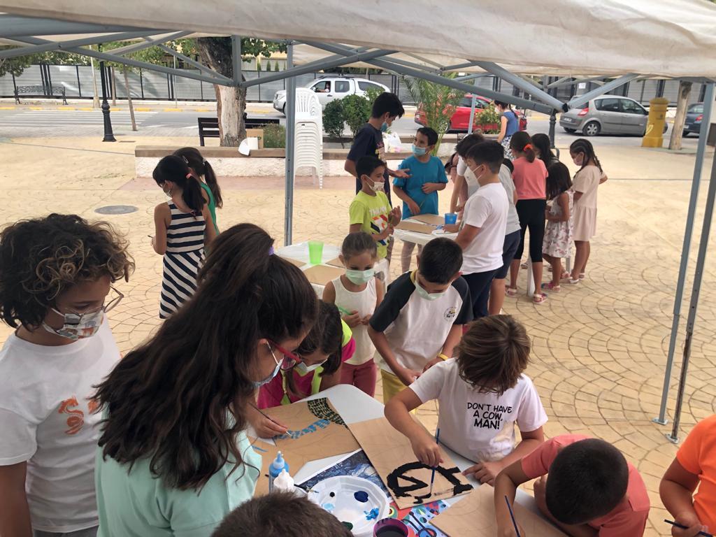Montefrío organiza talleres artísticos al aire libre para los niños que no se van de vacaciones