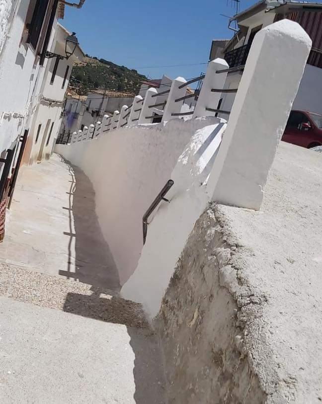 Montefrío 'se pinta de blanco' para recibir a turistas y visitantes este verano