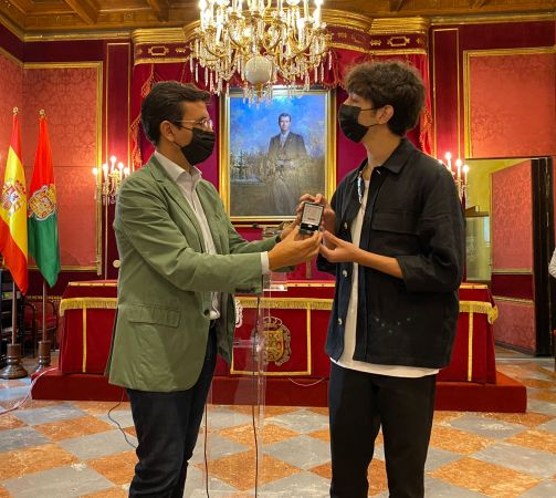 Cuenca recibe a Paul Thin, ganador de Tierra de Talento, al que considera un representante del talento granadino