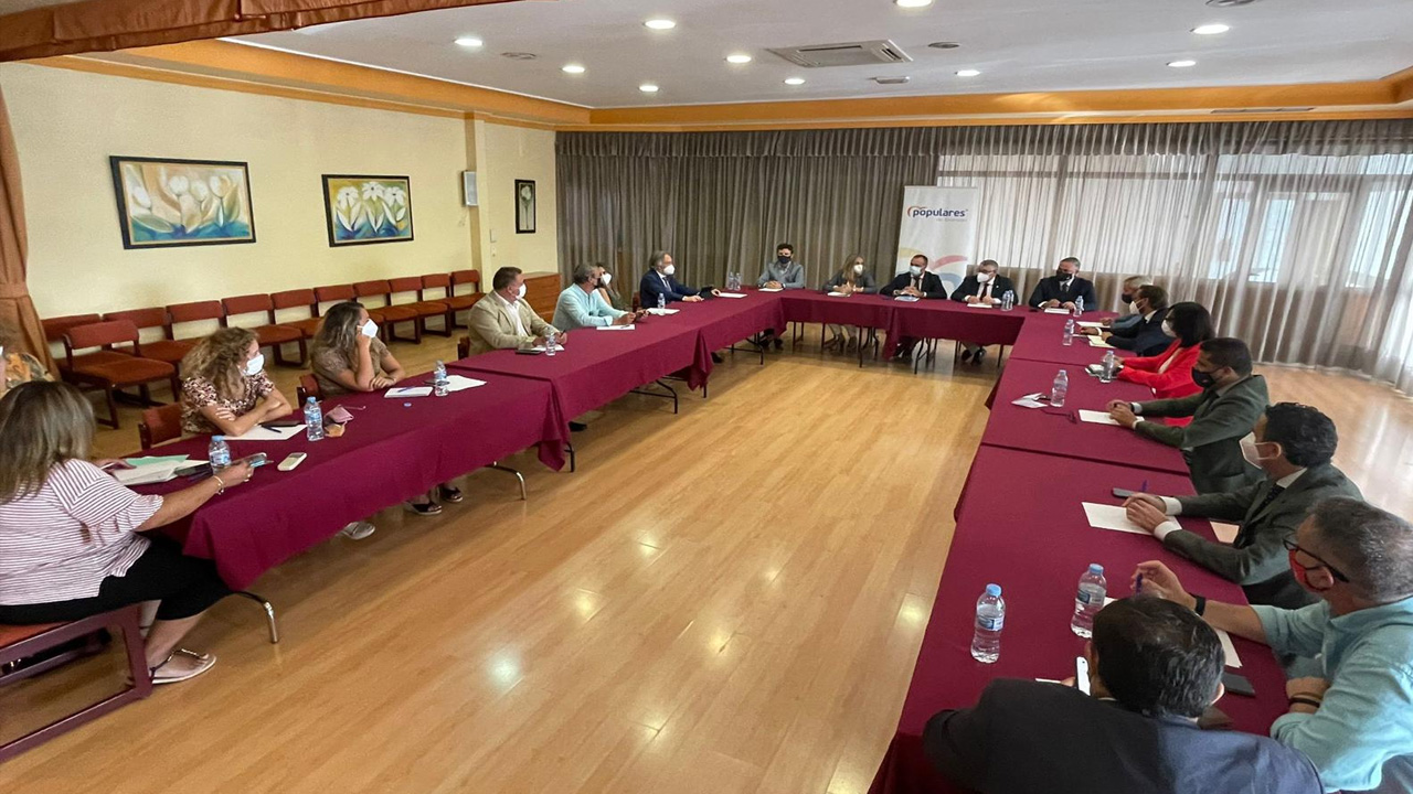 El presidente del PP destaca el compromiso inversor y la buena gestión de la Junta de Andalucía en Granada