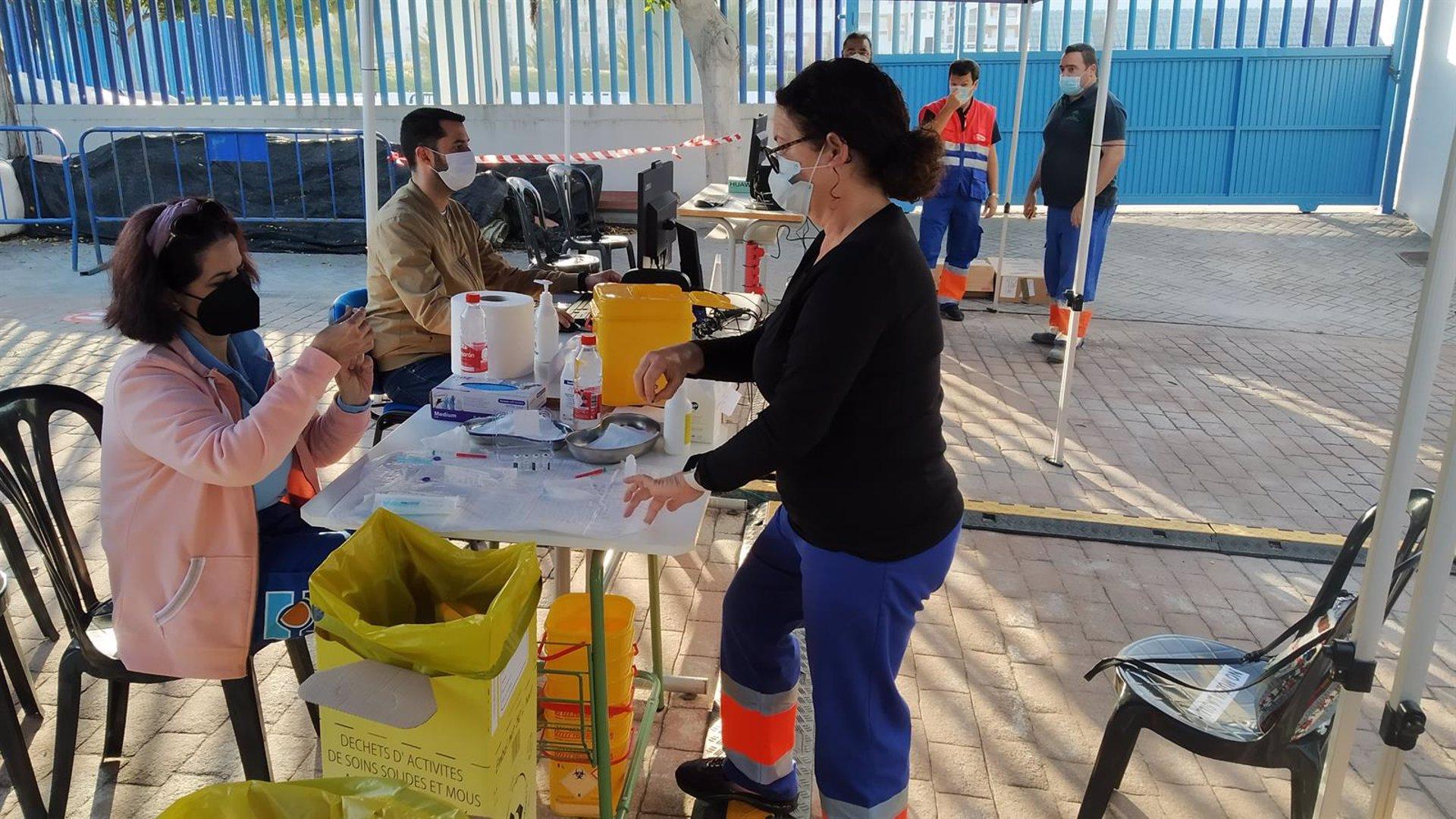 Los granadinos de más de 12 años podrán vacunarse sin cita en cinco municipios desde el lunes