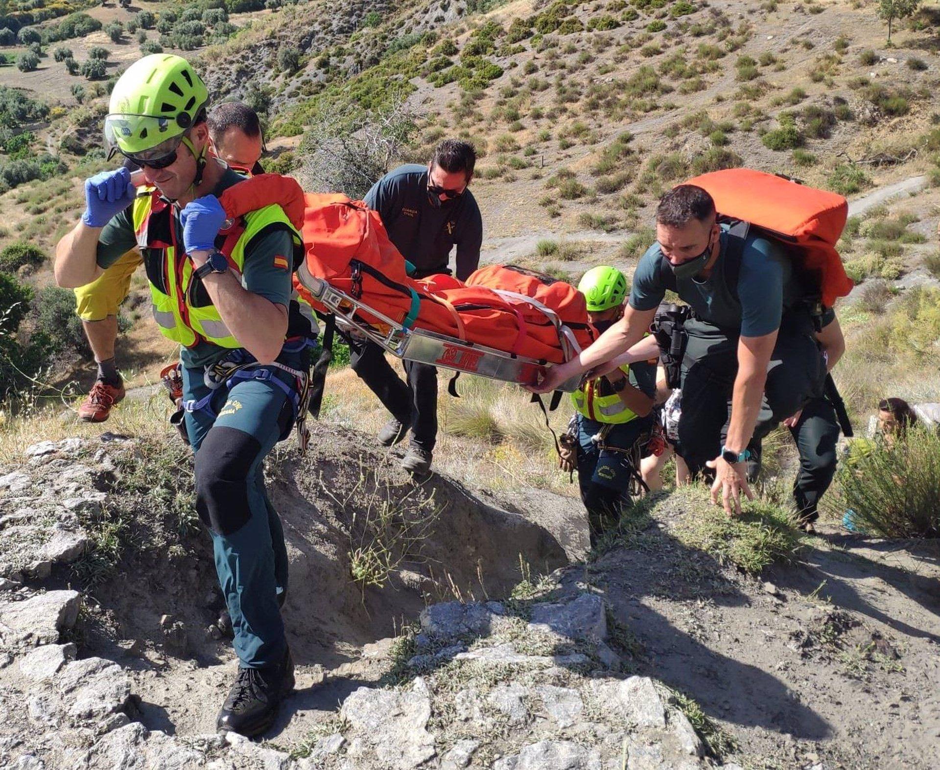 Rescatado un senderista accidentado en un barranco de Saleres