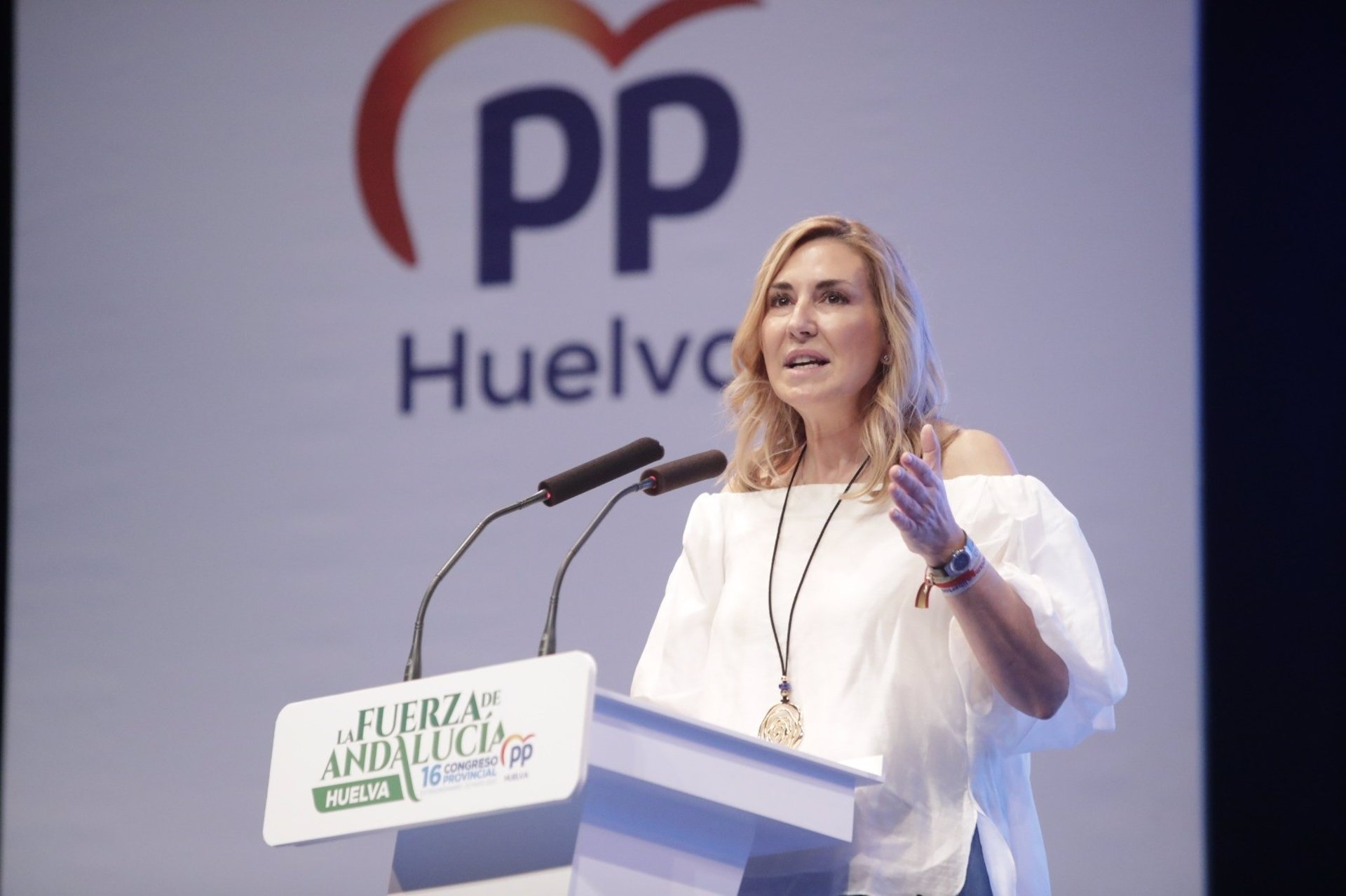 Beltrán (PP) dice que las CCAA gobernadas por el PP desarrollarán currículos «lejos de un adoctrinamiento en las aulas»