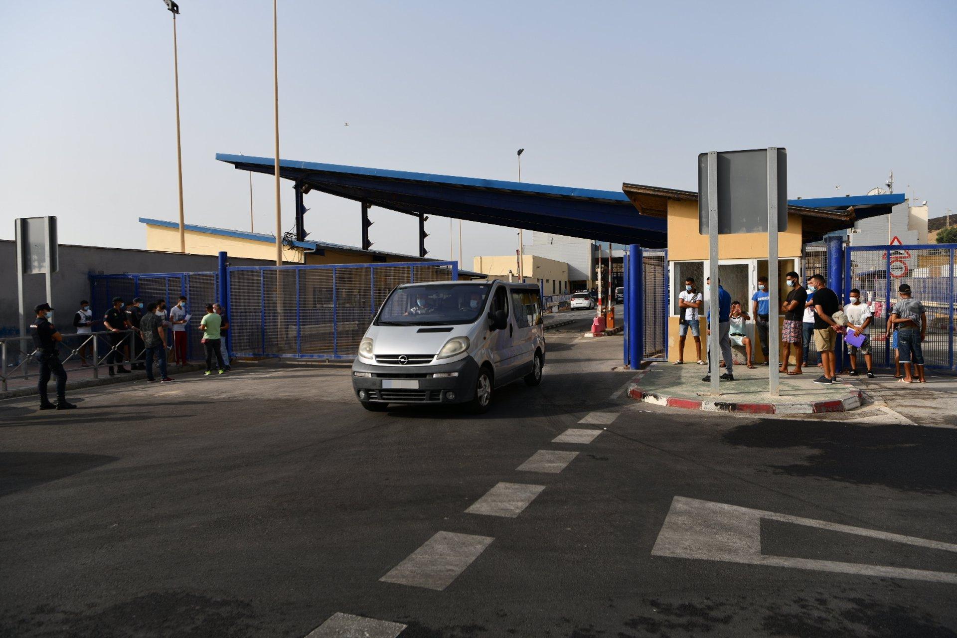 Repatrían a otros 15 menores marroquíes solos desde Ceuta mientras piden otra vez suspensión judicial de las expulsiones