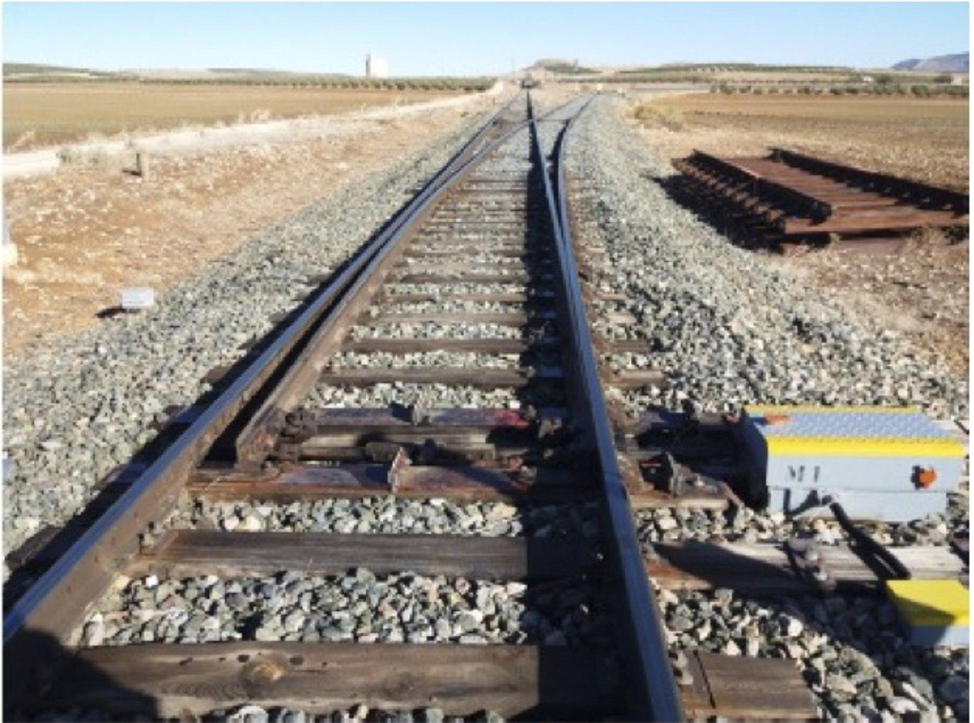 Adif adjudica obras de sustitución de desvíos ferroviarios para mejorar la circulación entre Granada y Almería