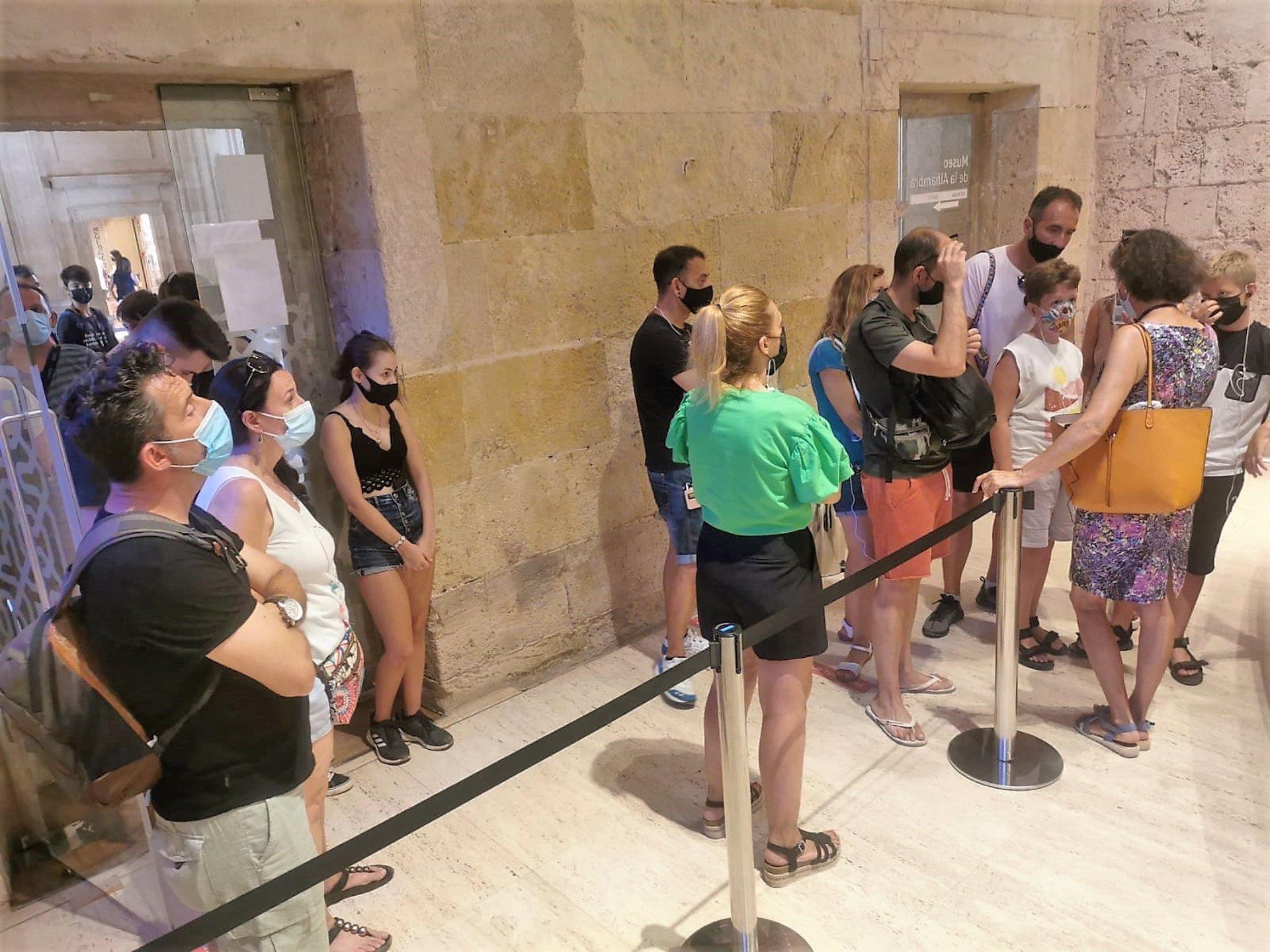 Ustea apunta a una «ampliación encubierta del horario» de la Alhambra «sin negociación laboral»