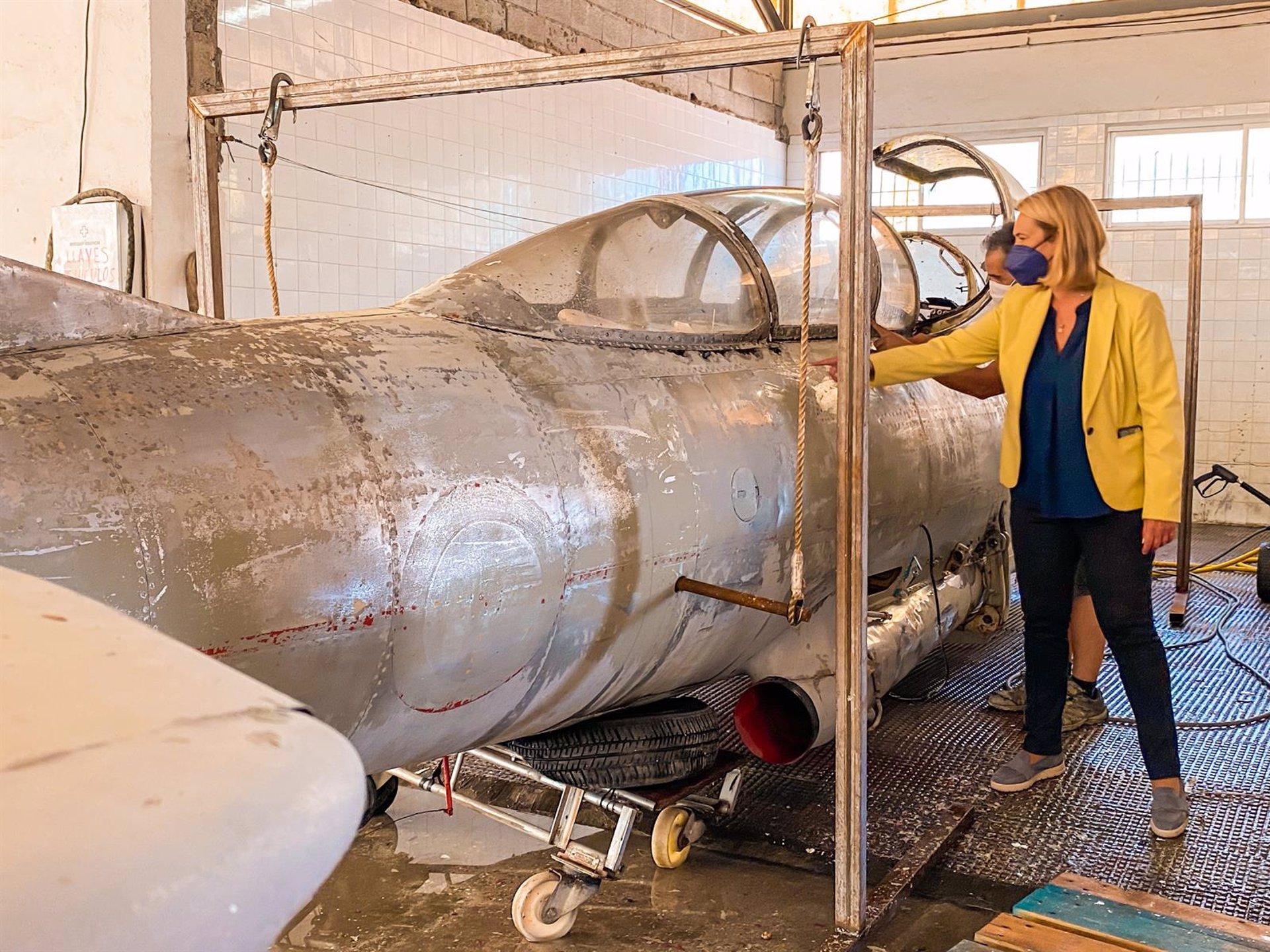 El Ayuntamiento de Motril restaura un avión Saeta para colocarlo en una glorieta