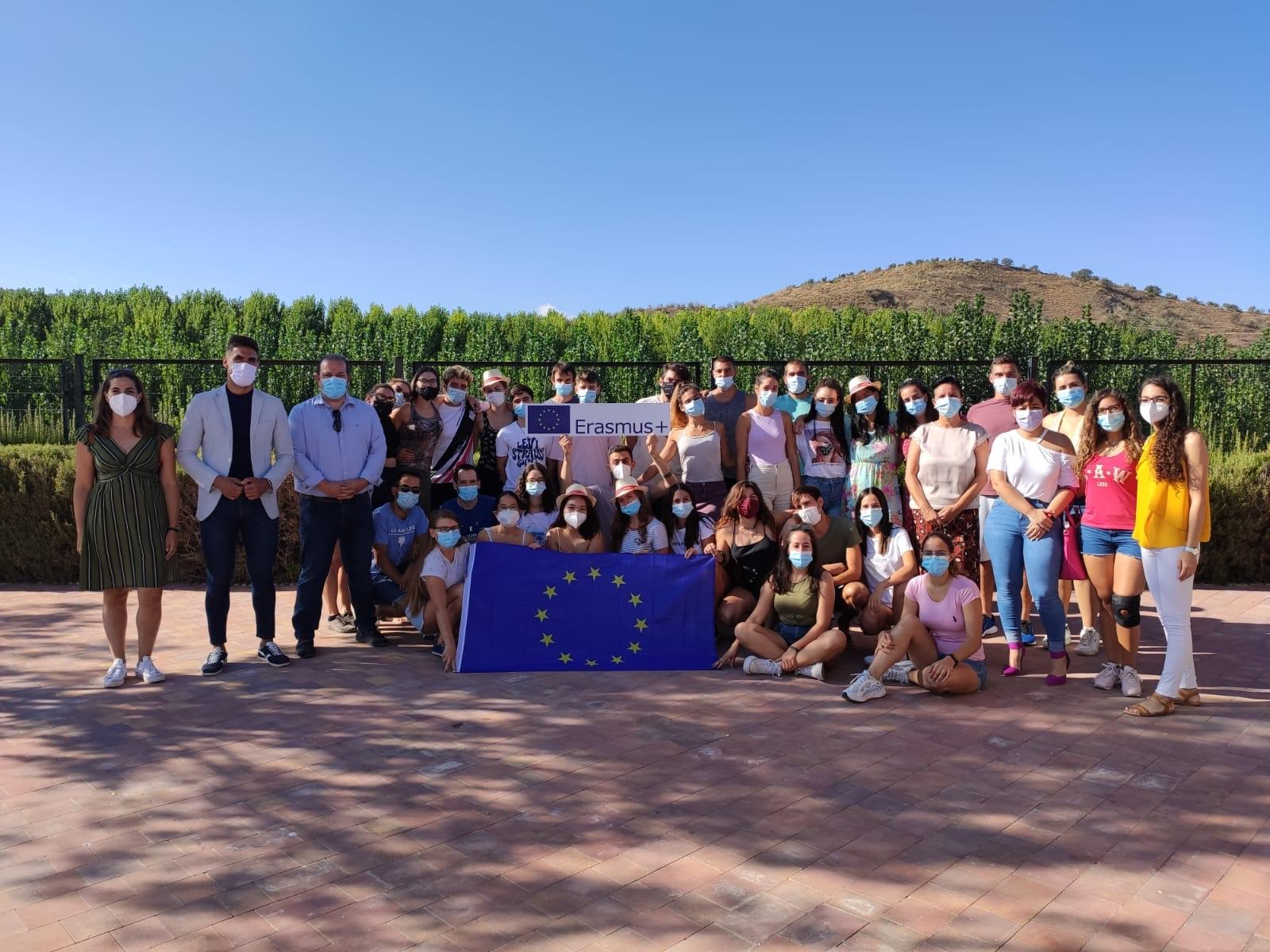 """La diputada de Igualdad y Juventud recibe en Villanueva Mesía a jóvenes del programa """"Erasmus+"""""""