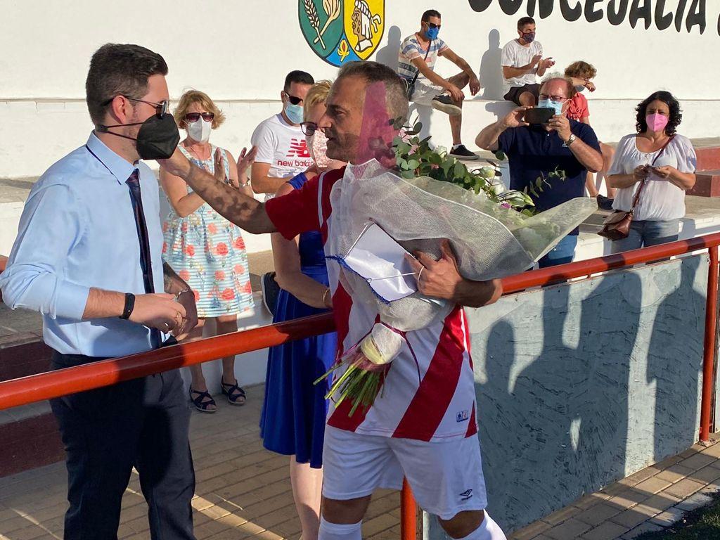 Otura recuerda a su vecino Antonio Salas con un partido de fútbol entre veteranos