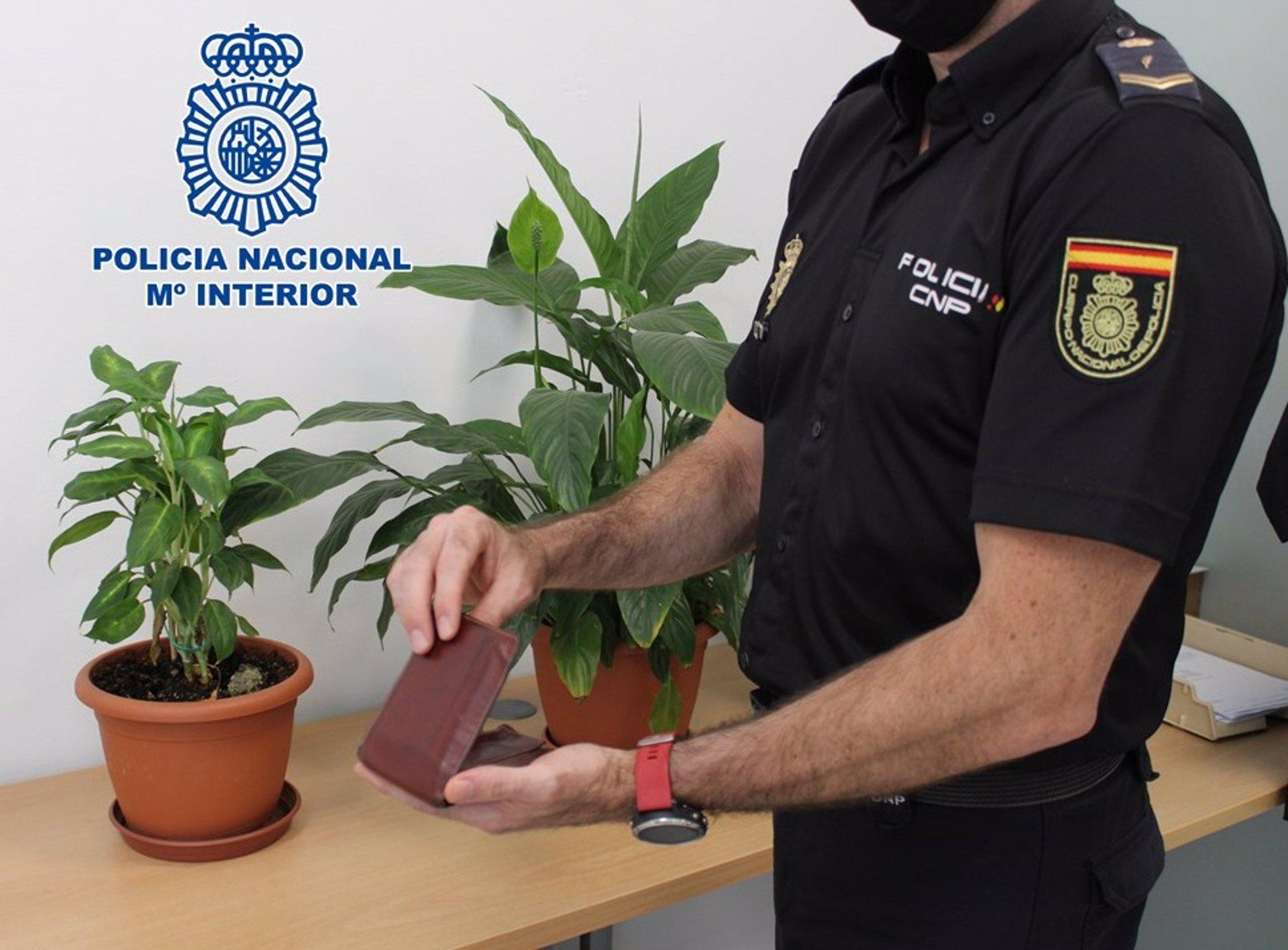 Detenido investigado por intentar sustraer la cartera de un cliente a la puerta de un bar