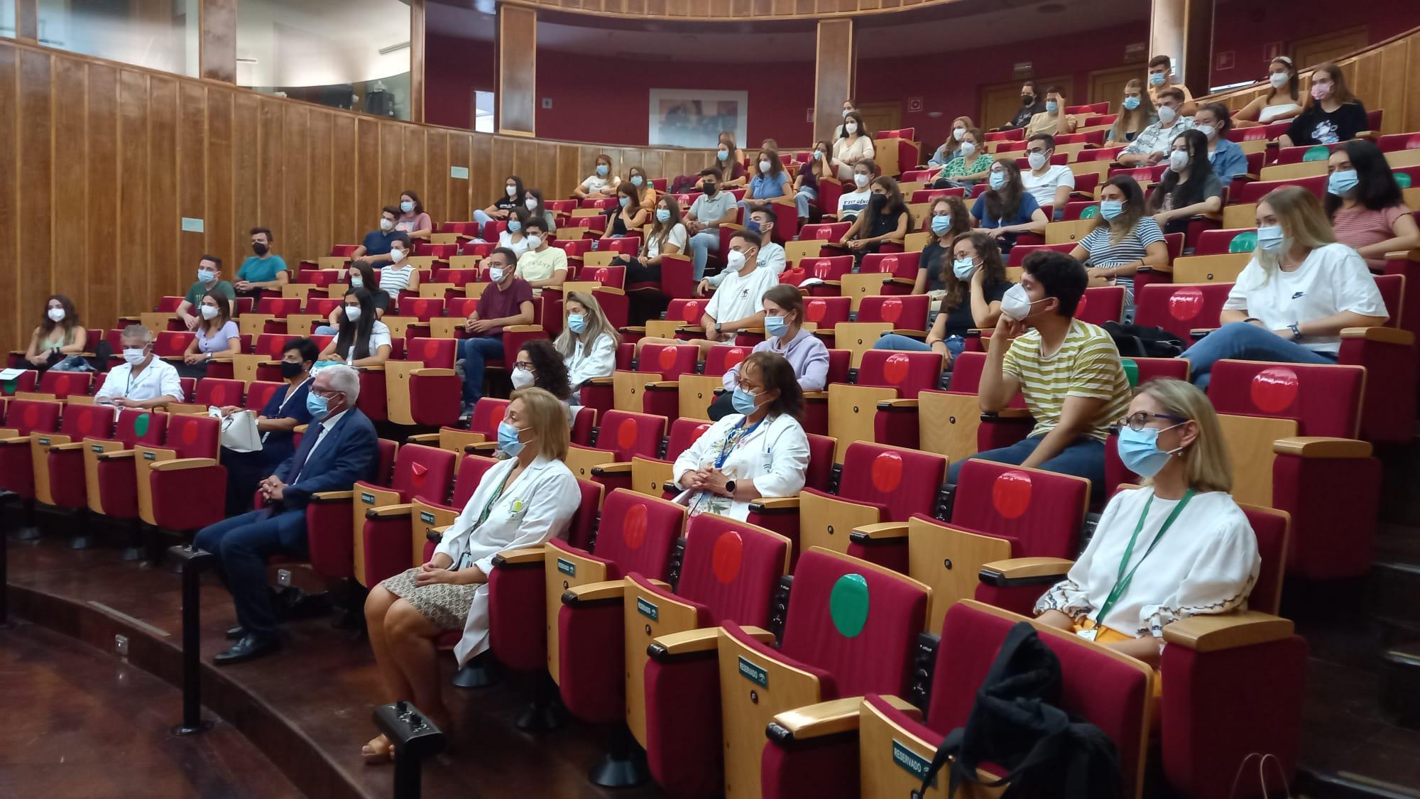 El Hospital Virgen de las Nieves forma a más de un centenar de estudiantes de Enfermería