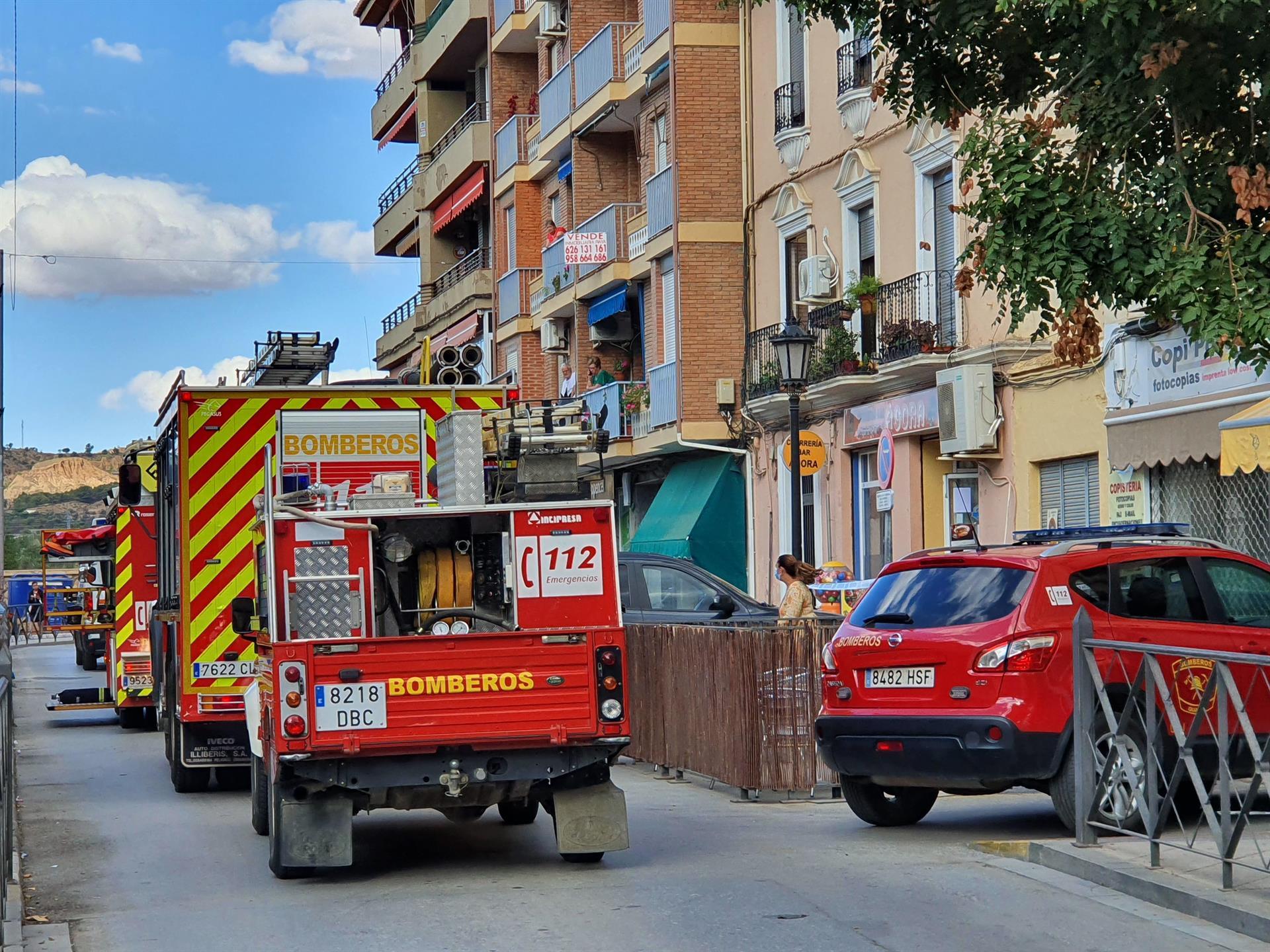 Bomberos sofocan un incendio en la cocina de un bar de Guadix