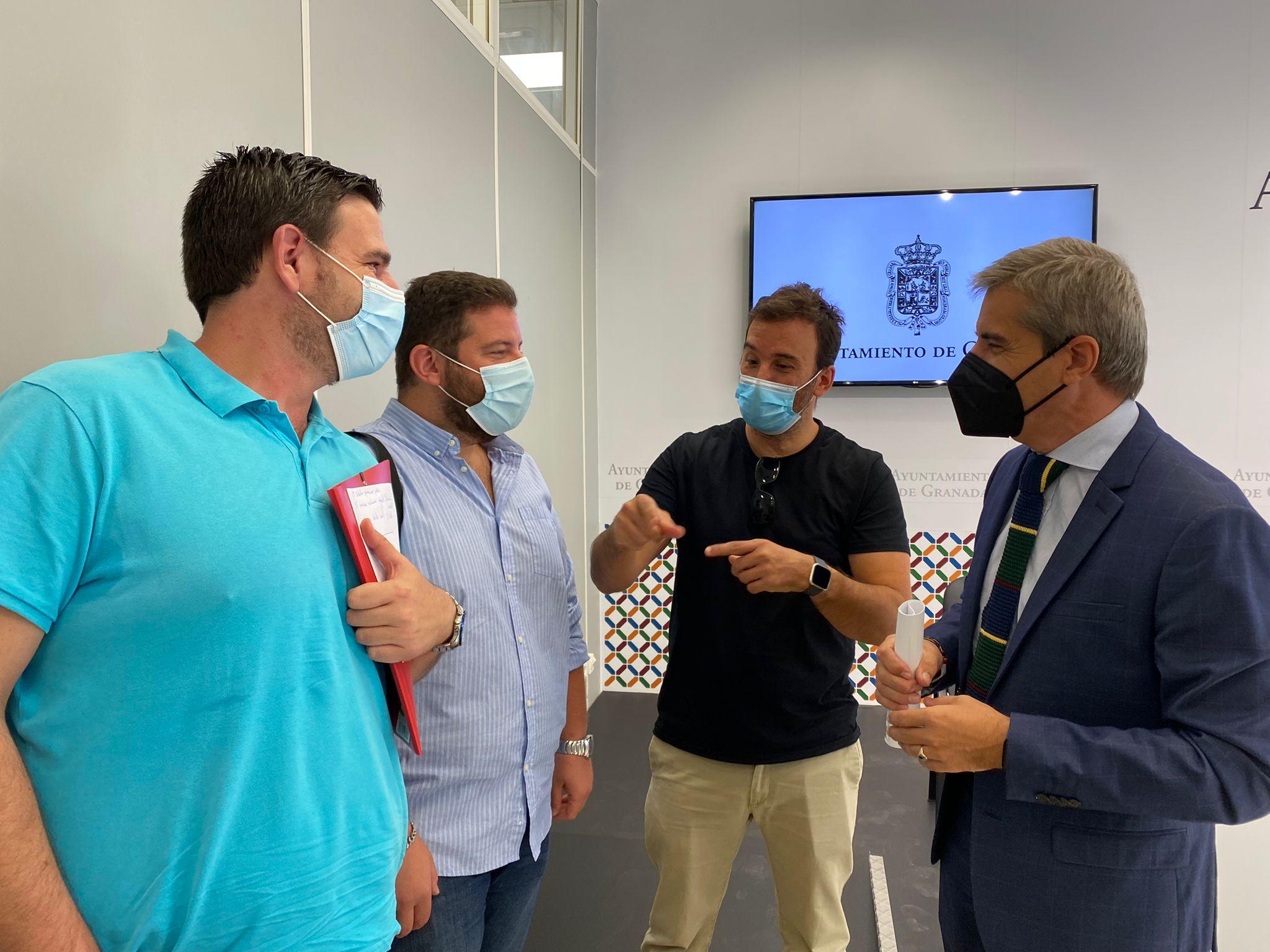 El PP acusa al equipo de gobierno de poner en riesgo los acuerdos con Alhambra Bus