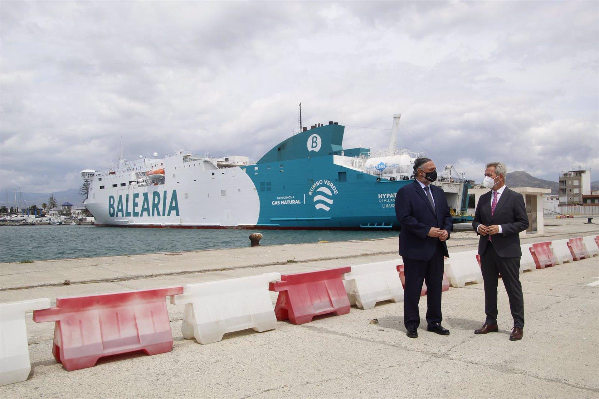 Motril suministra 2.700 toneladas de gas natural licuado desde la llegada de Balearia