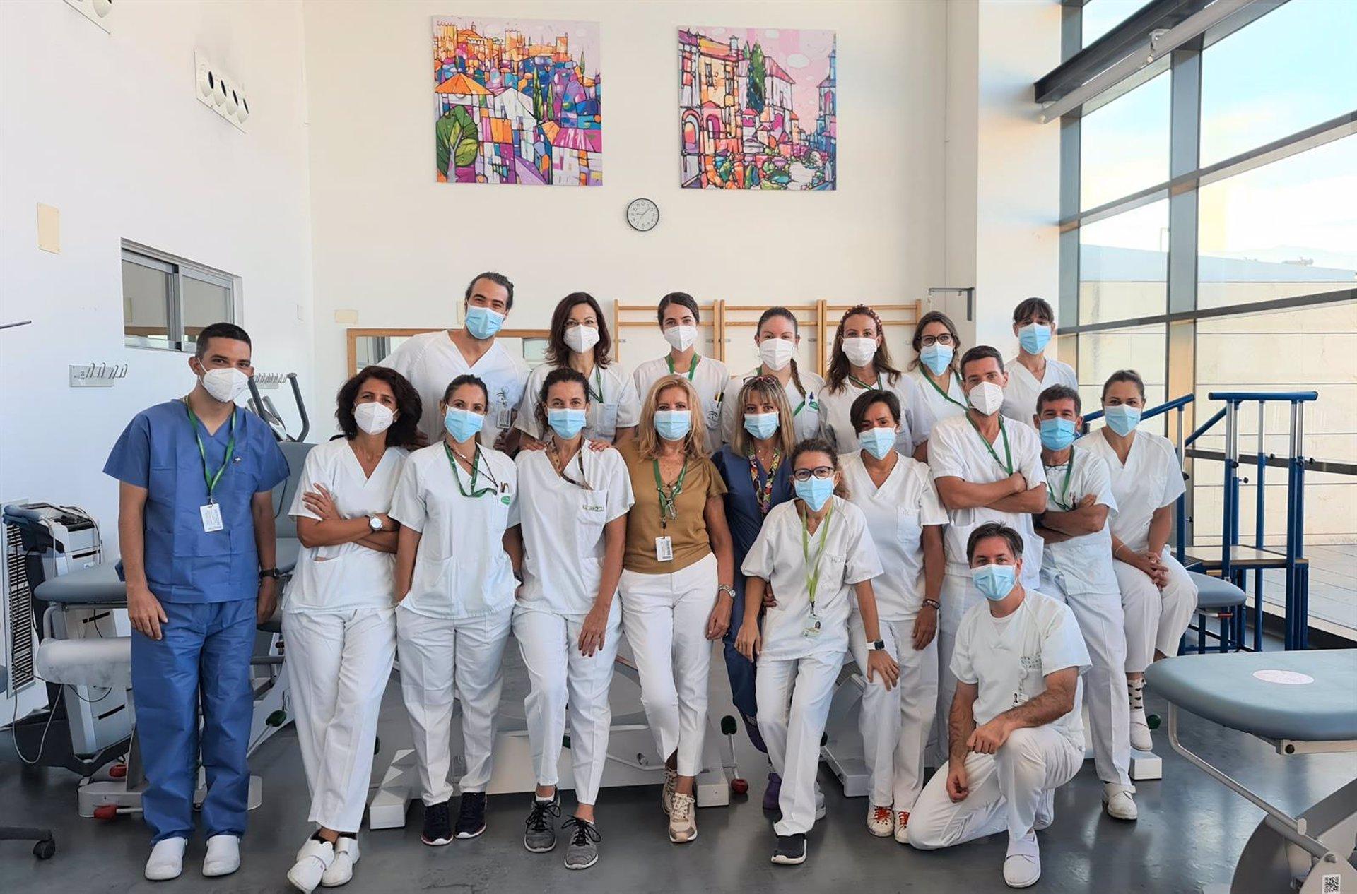 El equipo de fisioterapeutas del Clínico San Cecilio realiza 5.200 asistencias a pacientes covid