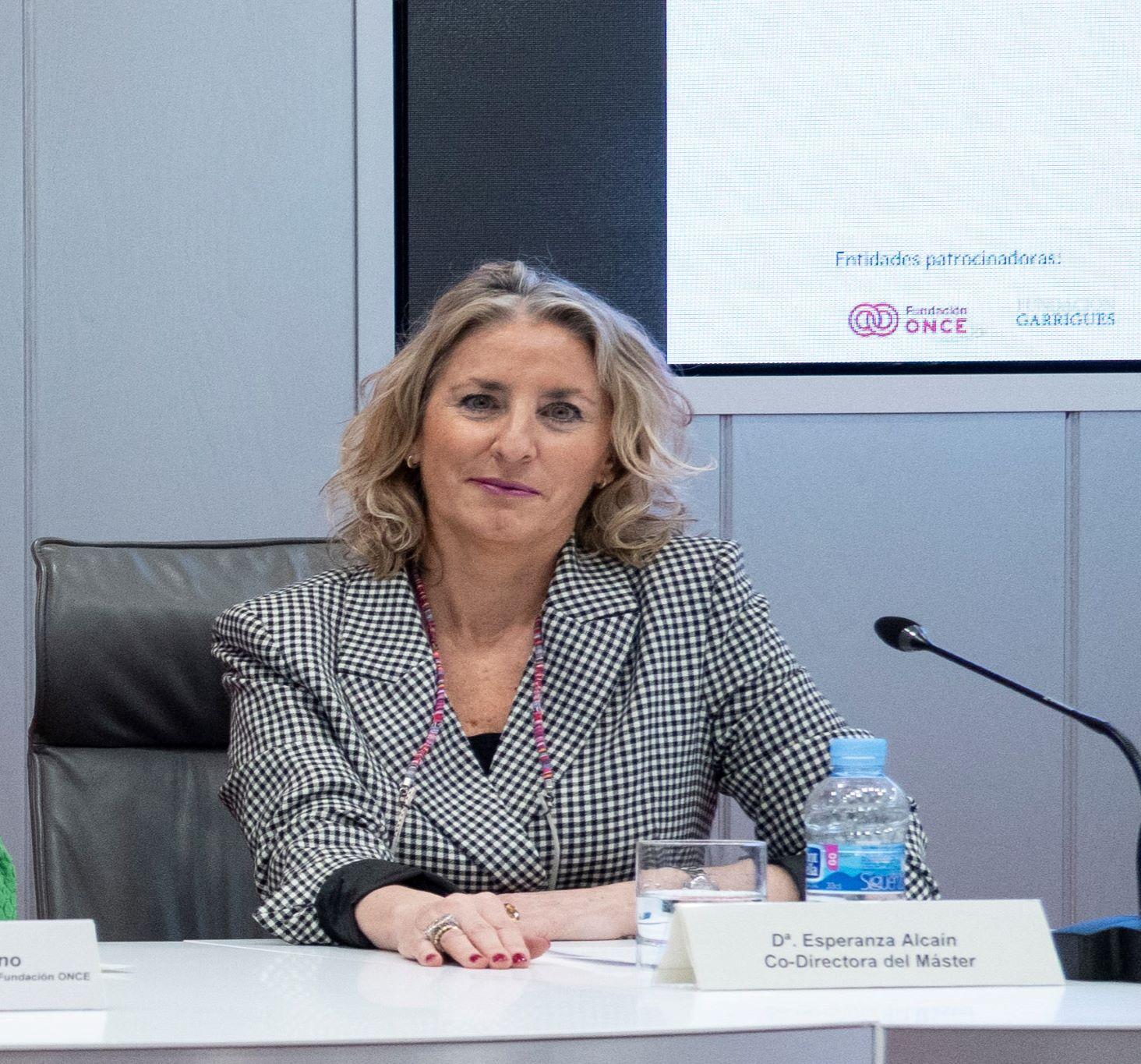 Esperanza Alcaín Martínez, profesora de Derecho Civil de la UGR, premiada por el Comité Español de Representantes de Personas con Discapacidad (CERMI)