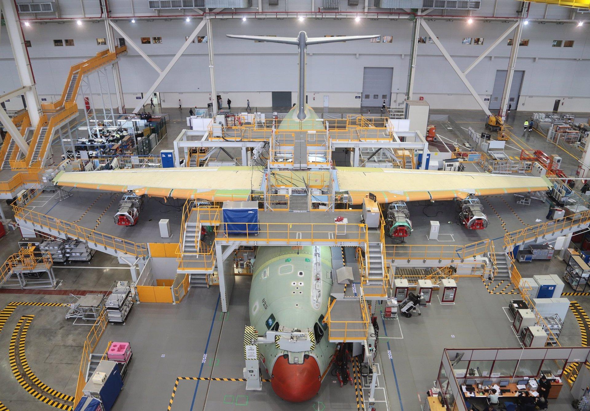 Pedro Fernández celebra la compra de tres aviones A330 que «incrementarán la carga de trabajo» en el sector aeronáutico