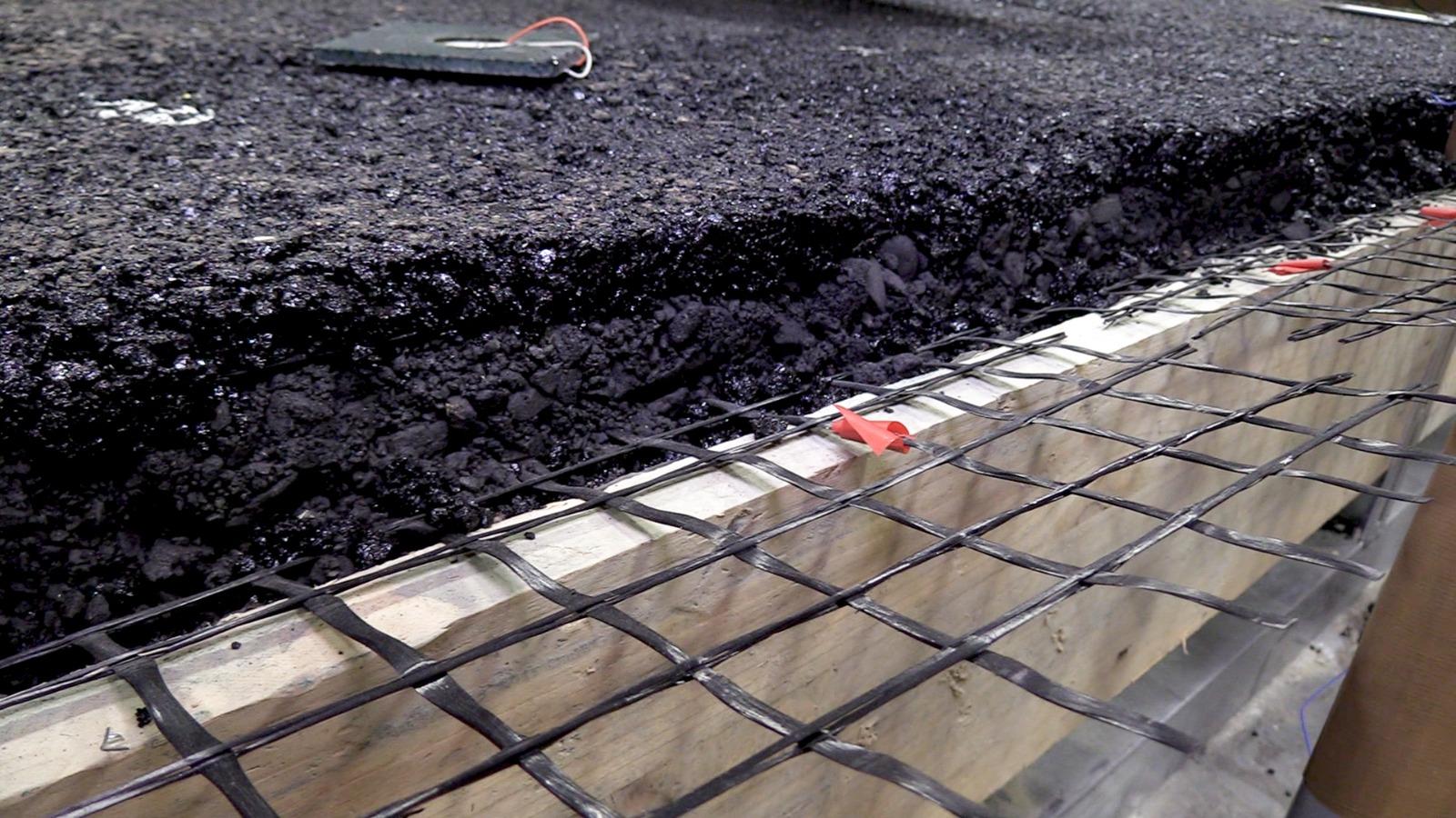 La Universidad de Granada y ACCIONA estudian las 'carreteras del futuro' gracias un nuevo tipo de asfalto con capacidades sensitivas y auto-reparadoras
