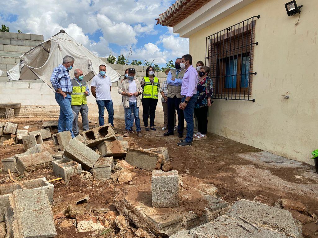 El presidente del Partido Popular de Granada visita las zonas afectadas por la tormenta de agua y granizo