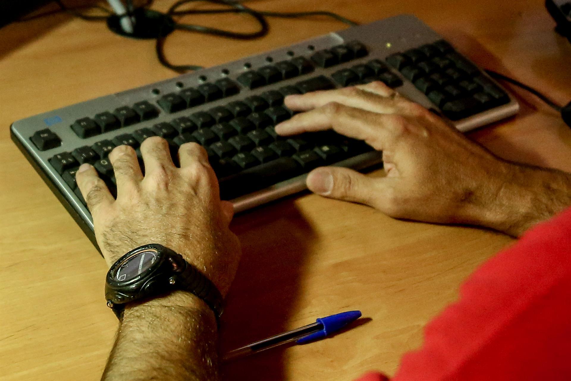 Consumo advierte de los posibles riesgos de comprar online en webs radicadas fuera de la Unión Europea