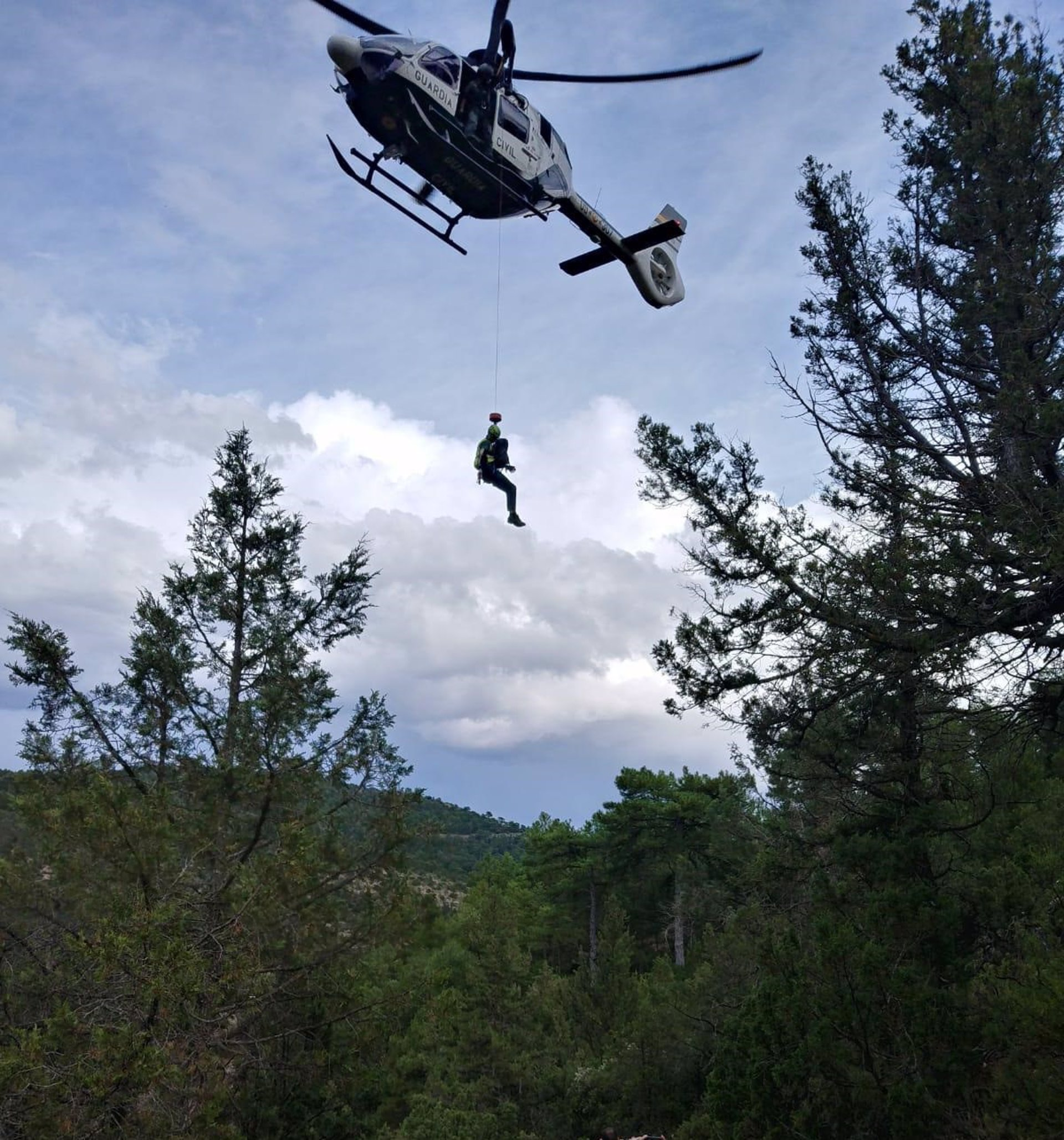 Rescatada en helicóptero una mujer accidentada en el paraje de Río Verde cuando hacía barranquismo