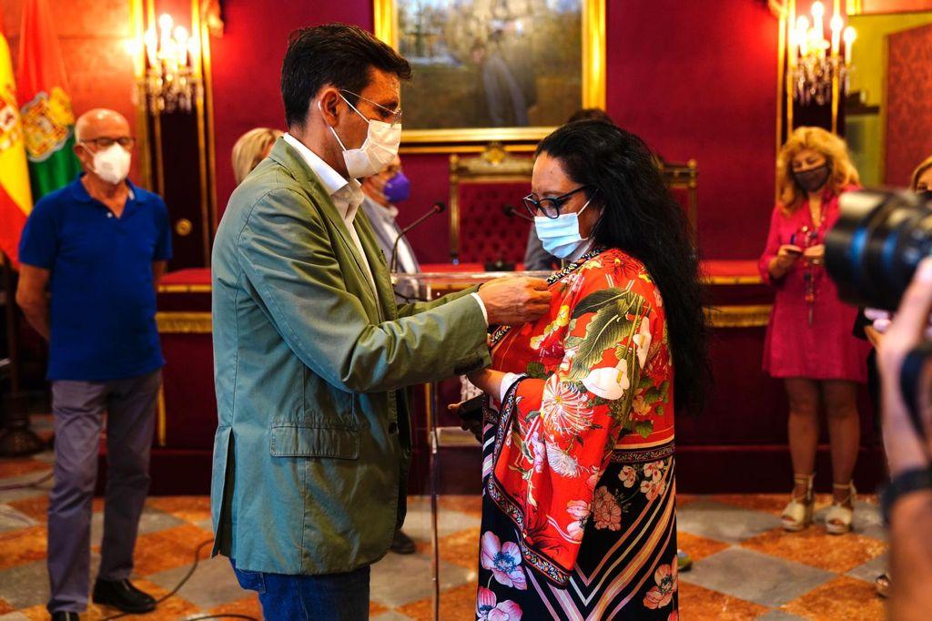 El Ayuntamiento recibe a los dos granadinos ganadores del Festival del Cante de las Minas