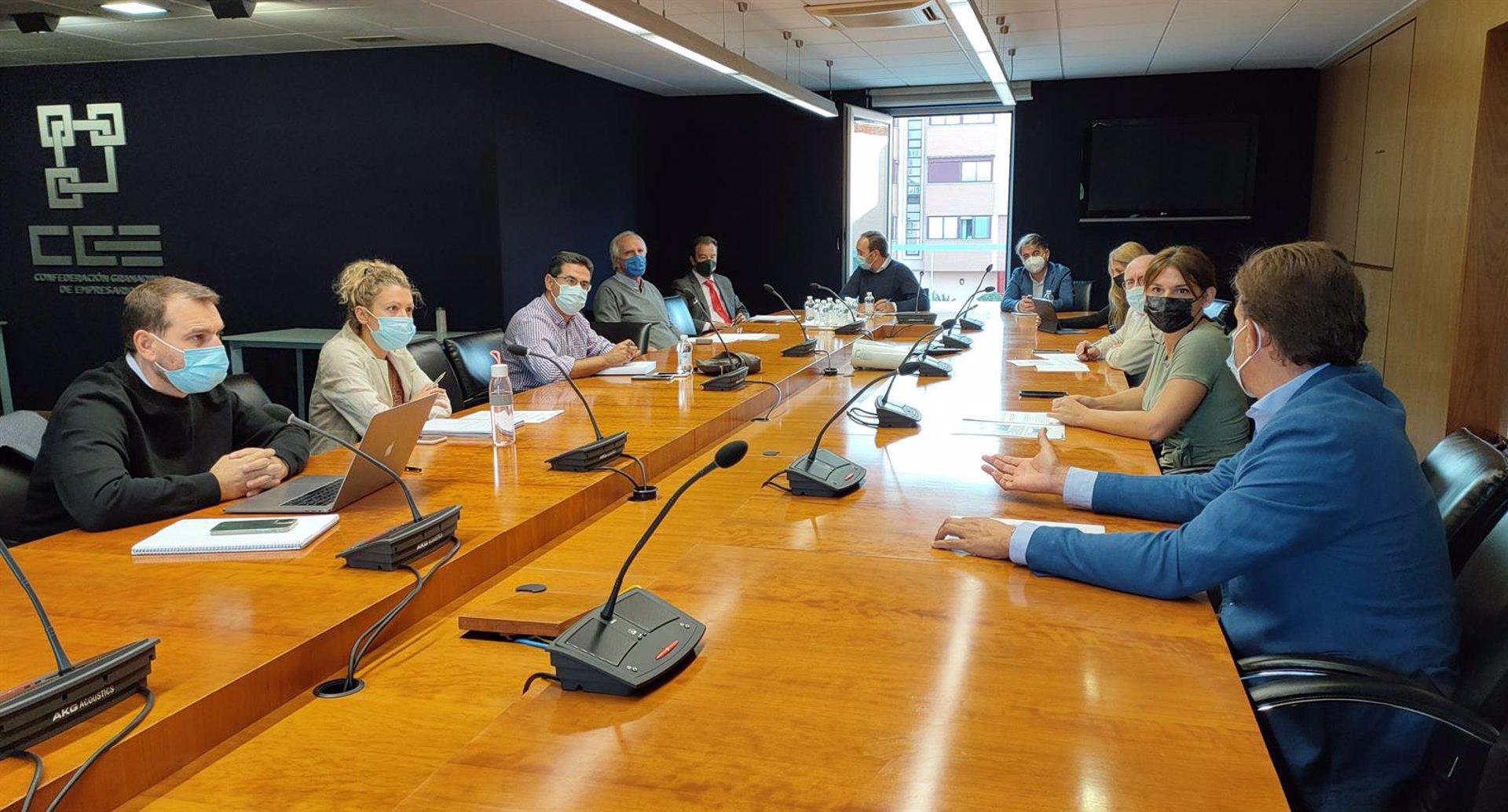 Los empresarios afean al alcalde su postura sobre el cierre del anillo y piden que «deje avanzar» el estudio