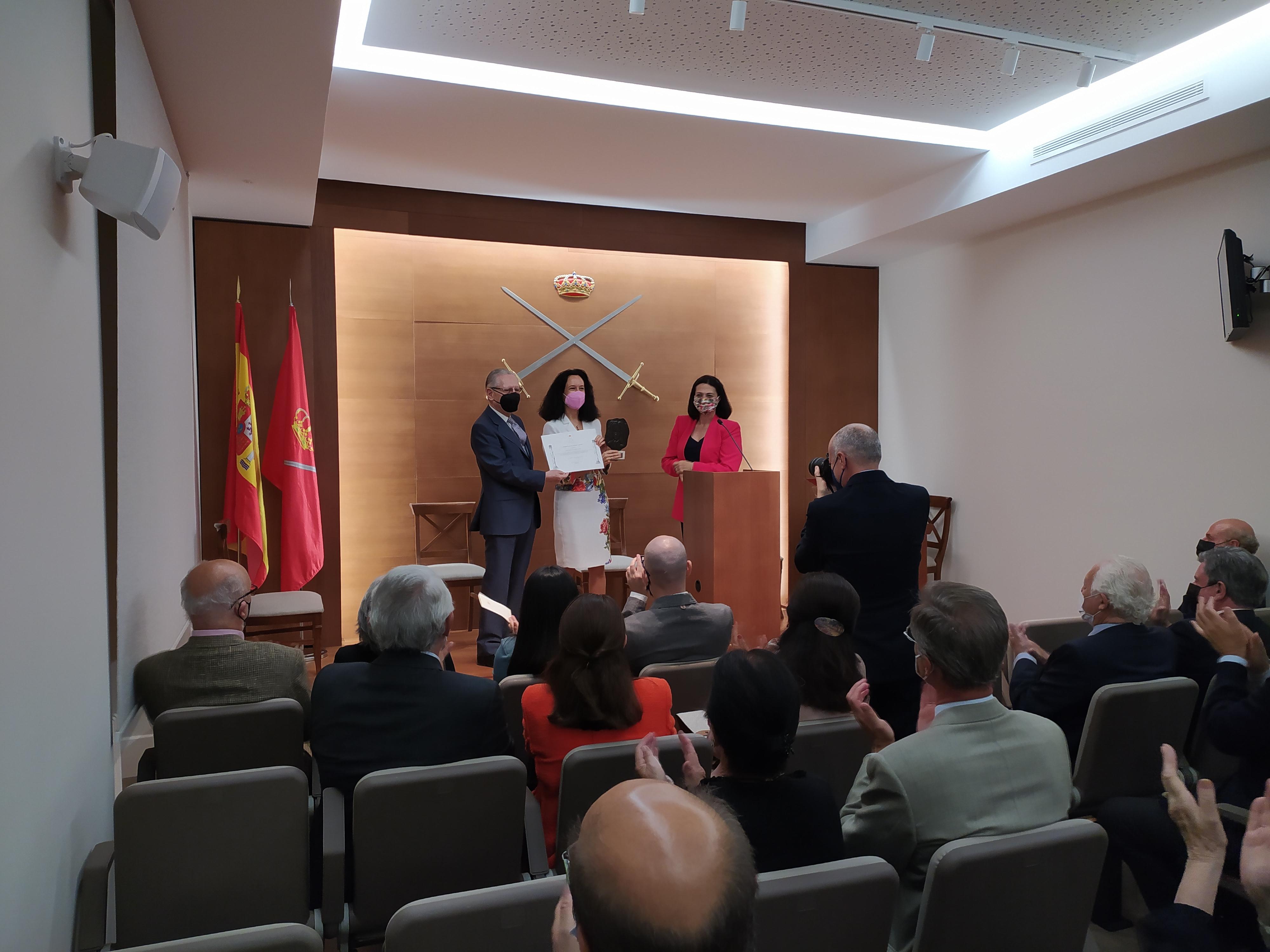 La catedrática de la UGR Amelina Correa Ramón recibe un premio internacional de investigación en Madrid