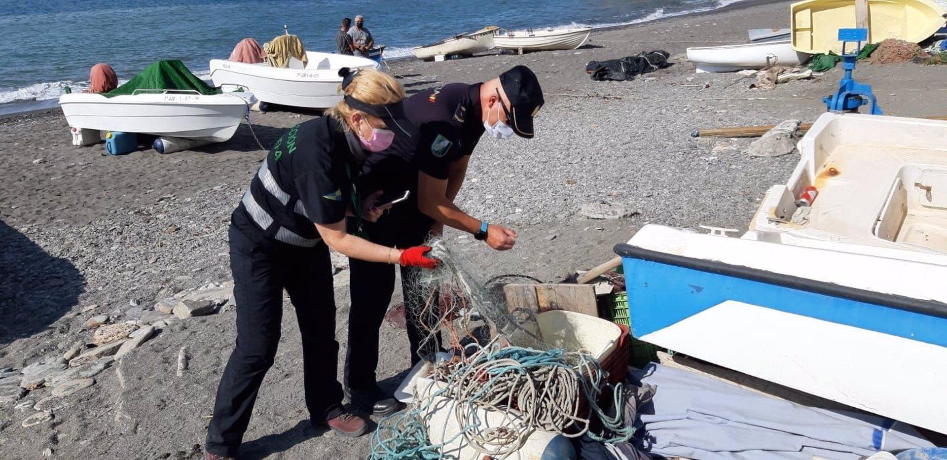 Decomisados 2.200 kilos de redes y varias embarcaciones en una operación contra la pesca furtiva