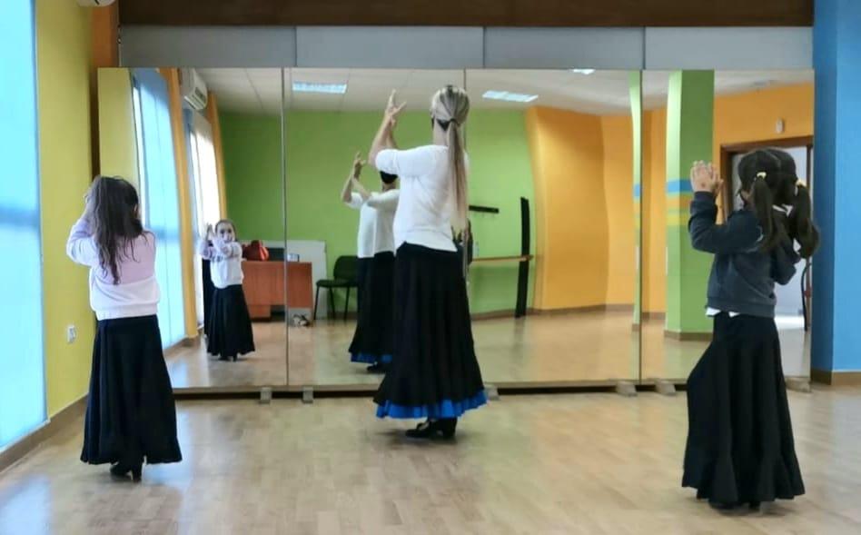 Vegas del Genil ofrecerá a sus vecinos talleres de baile contemporáneo, teatro o corte y confección