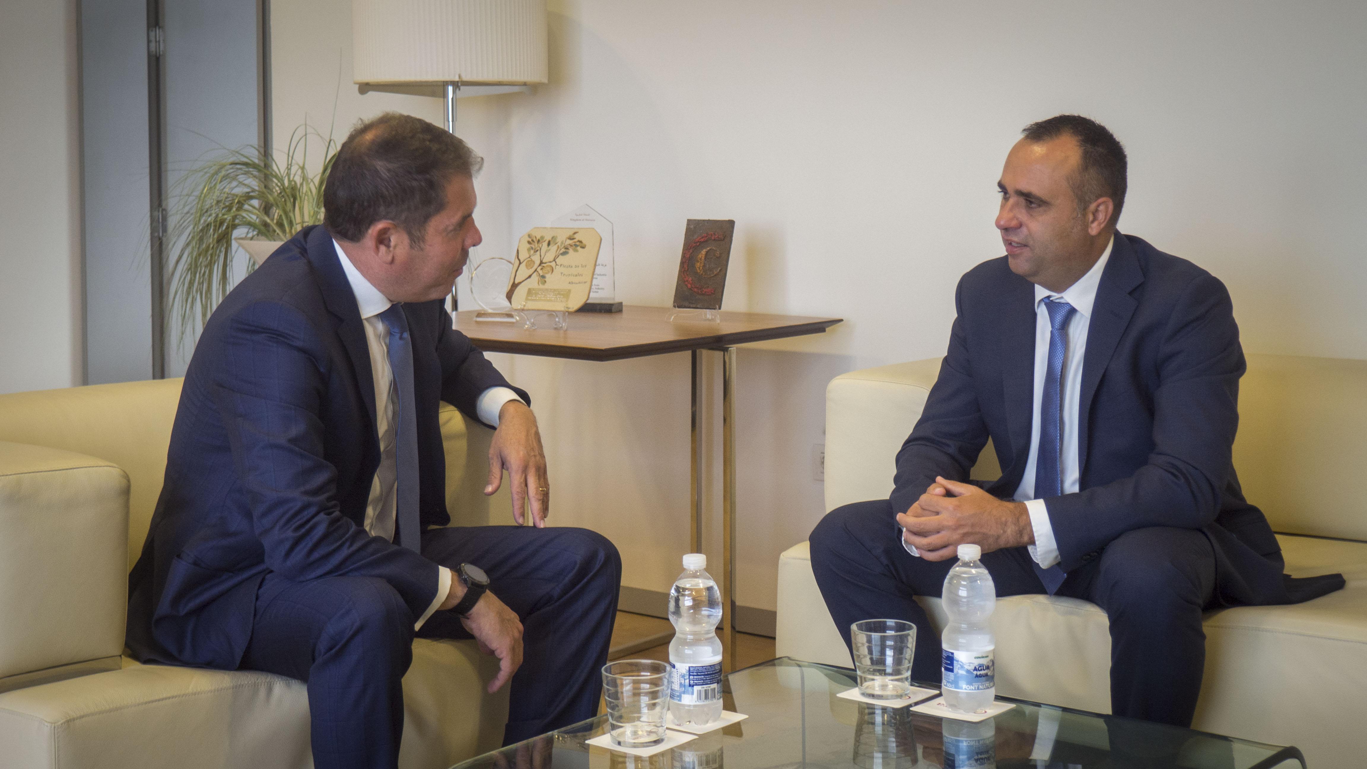 El Presidente del PP trasmite a Cuerva su preocupación por la situación de las empresas en Granada