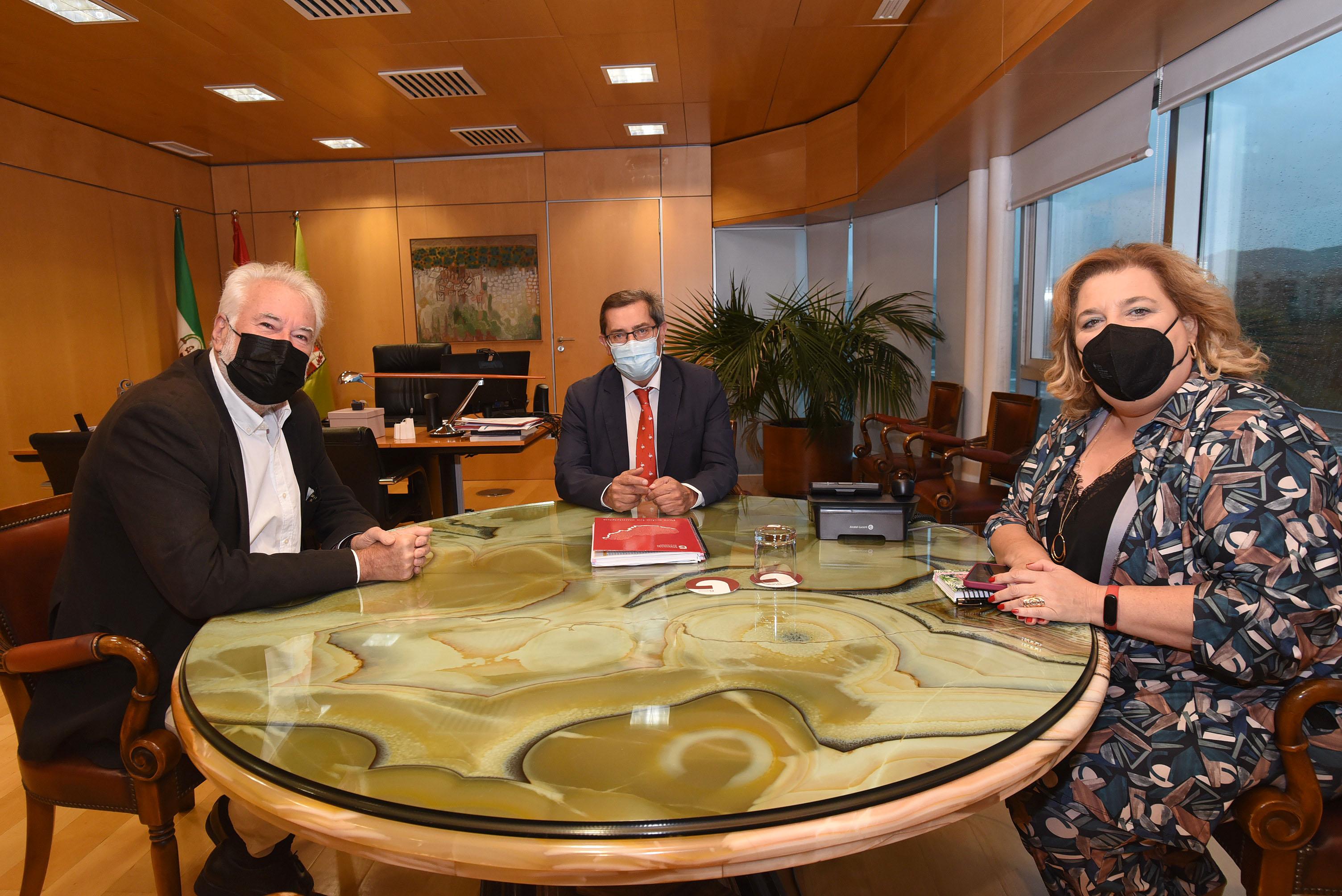 El presidente de la Diputación recibe al director del Festival de Música y Danza de Granada
