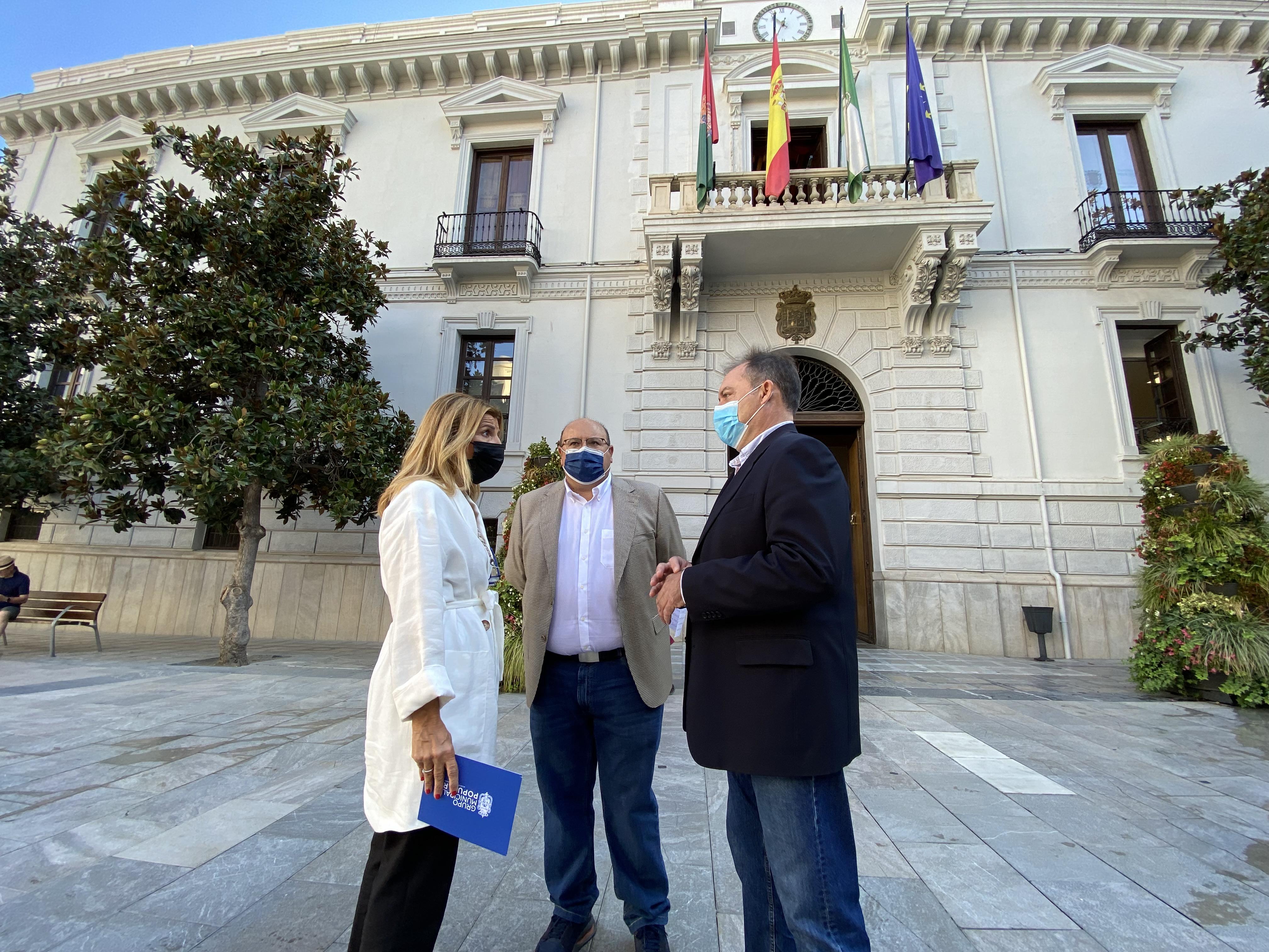 """El PP exige al PSOE """"menos paripé"""" y que reclamen """"con hechos y determinación"""" que Granada recupere sus conexiones"""