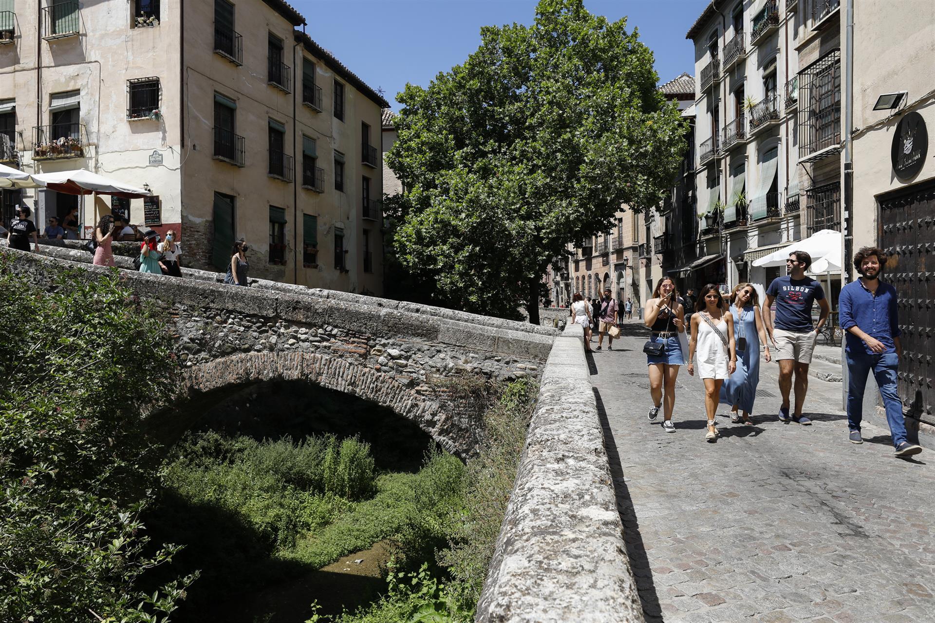 La provincia de Granada entra en riesgo bajo por la pandemia tras bajar de la tasa 50