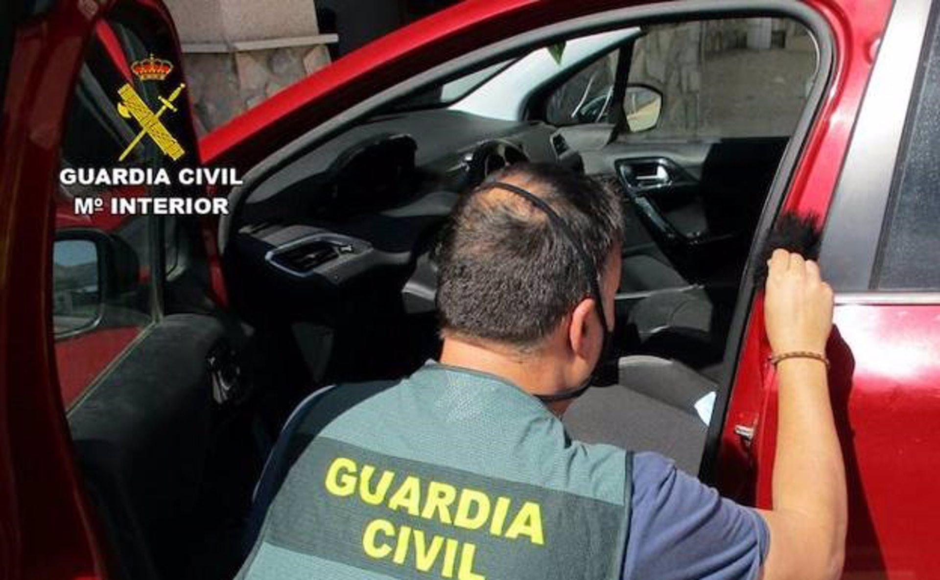 Detenida una mujer en Órgiva acusada de nueve robos en interior de vehículos