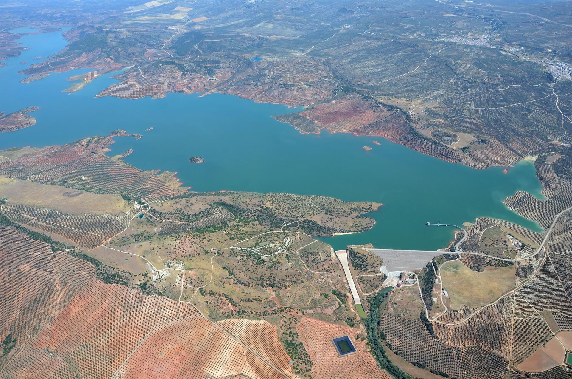 Los embalses del Guadalquivir bajan al 27,09% de su capacidad y los de la Cuenca Mediterránea disminuyen al 38,67%