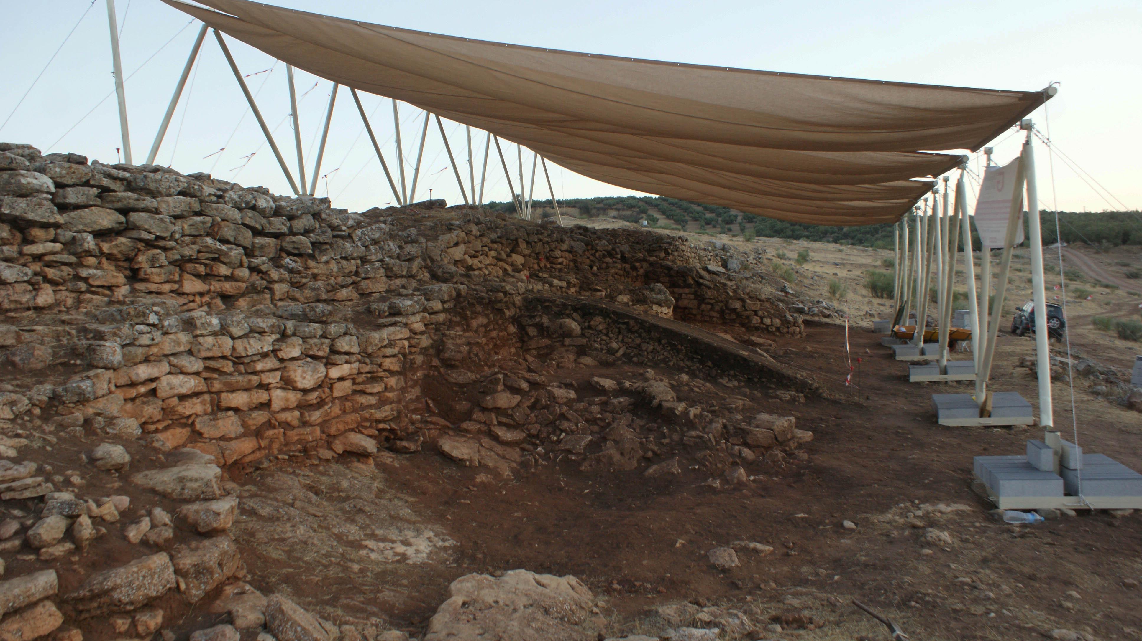 Arqueólogos de la UGR descubren en Algarinejo un poblado fortificado de hace 5000 años