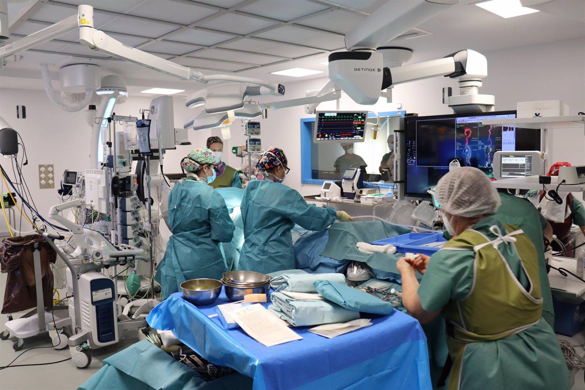 El Hospital Virgen de las Nieves estrena área quirúrgica con una inversión de más de cinco millones